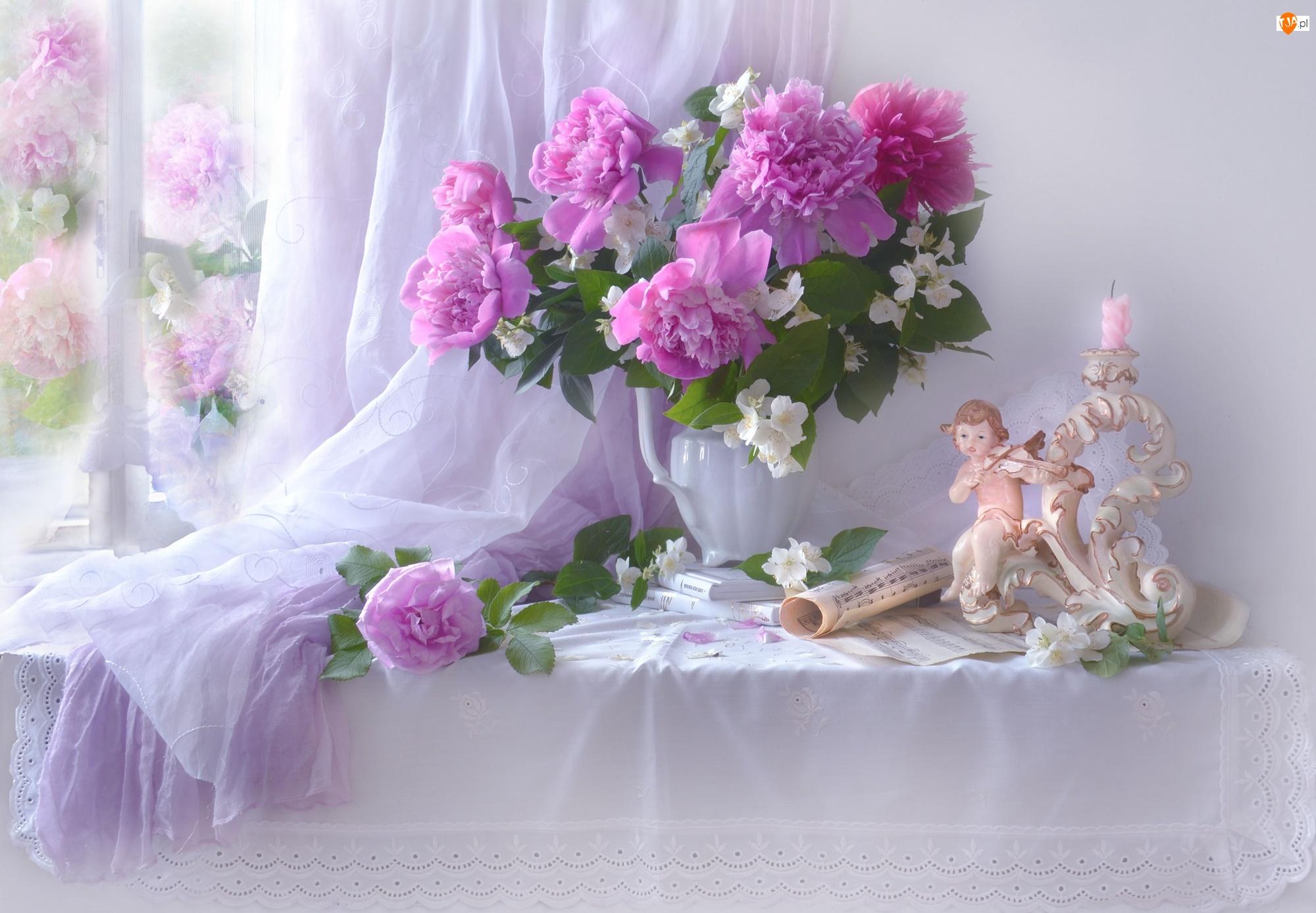 Piwonie, Bukiet, Tkanina, Kwiaty, Okno, Figurka, Świecznik