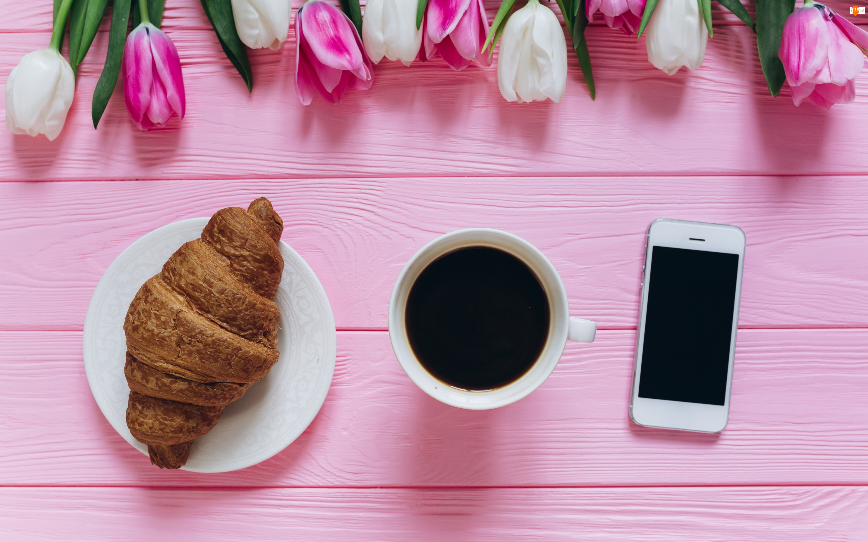 Tulipany, Rogalik, Deski, Kwiaty, Telefon, Kawa, Croissant