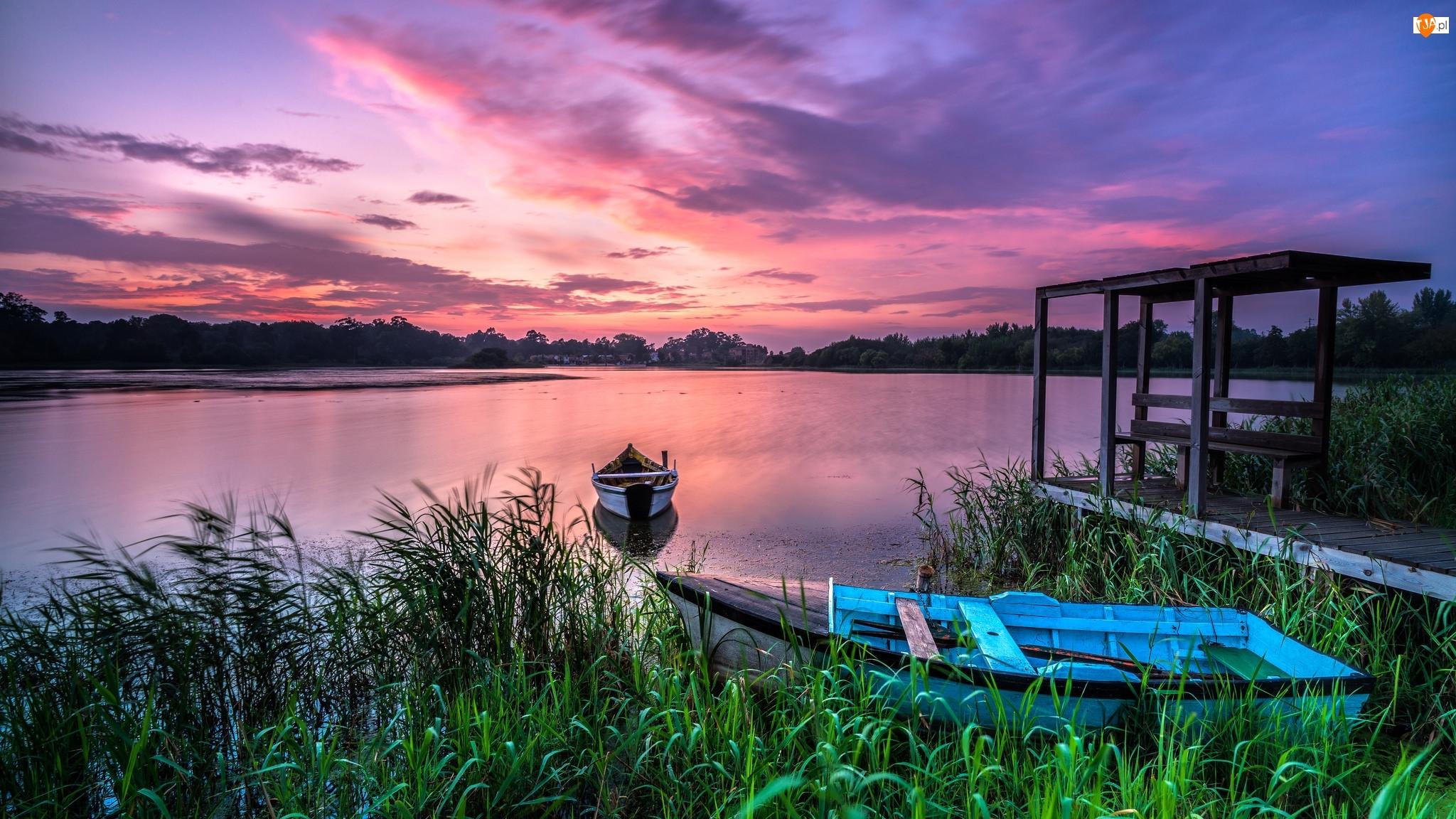 Łódki, Jezioro, Pomost, Chmury, Trawy, Zachód słońca
