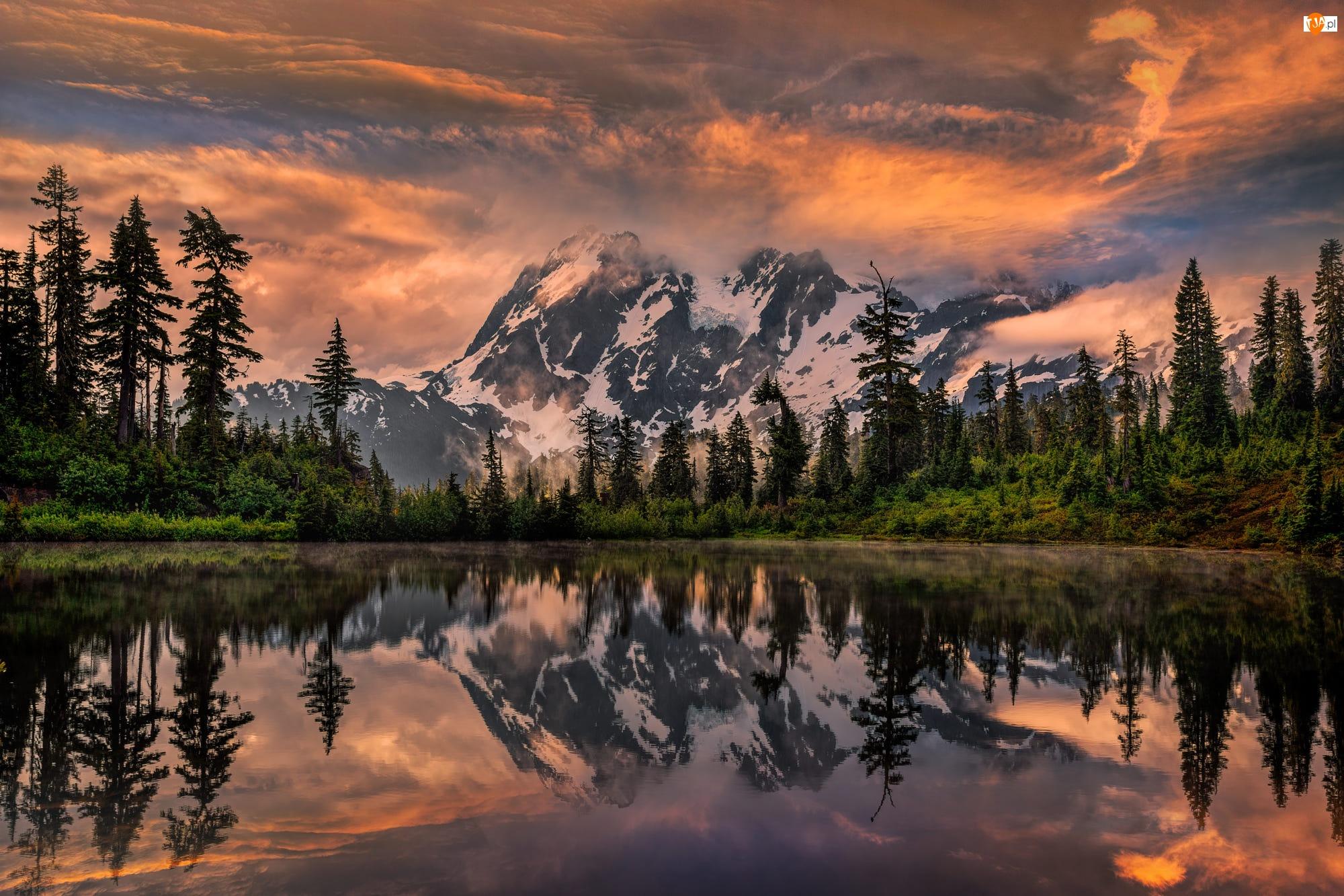 Jezioro Picture, Stany Zjednoczone, Las, Wschód słońca, Stan Waszyngton, Drzewa, Chmury, Góry Mount Shuksan