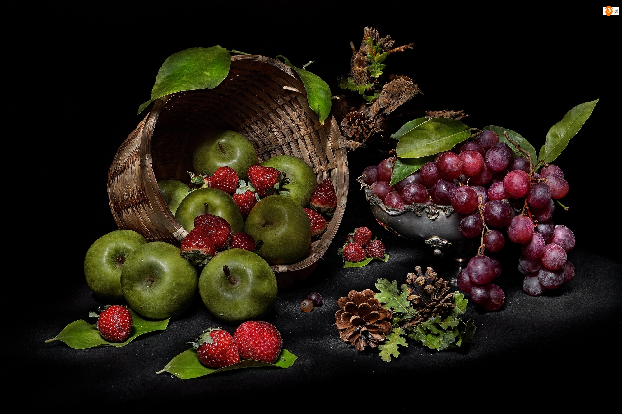 Tło, Winogrona, Szyszki, Miseczka, Owoce, Koszyk, Jabłka, Zielone, Truskawki, Czarne