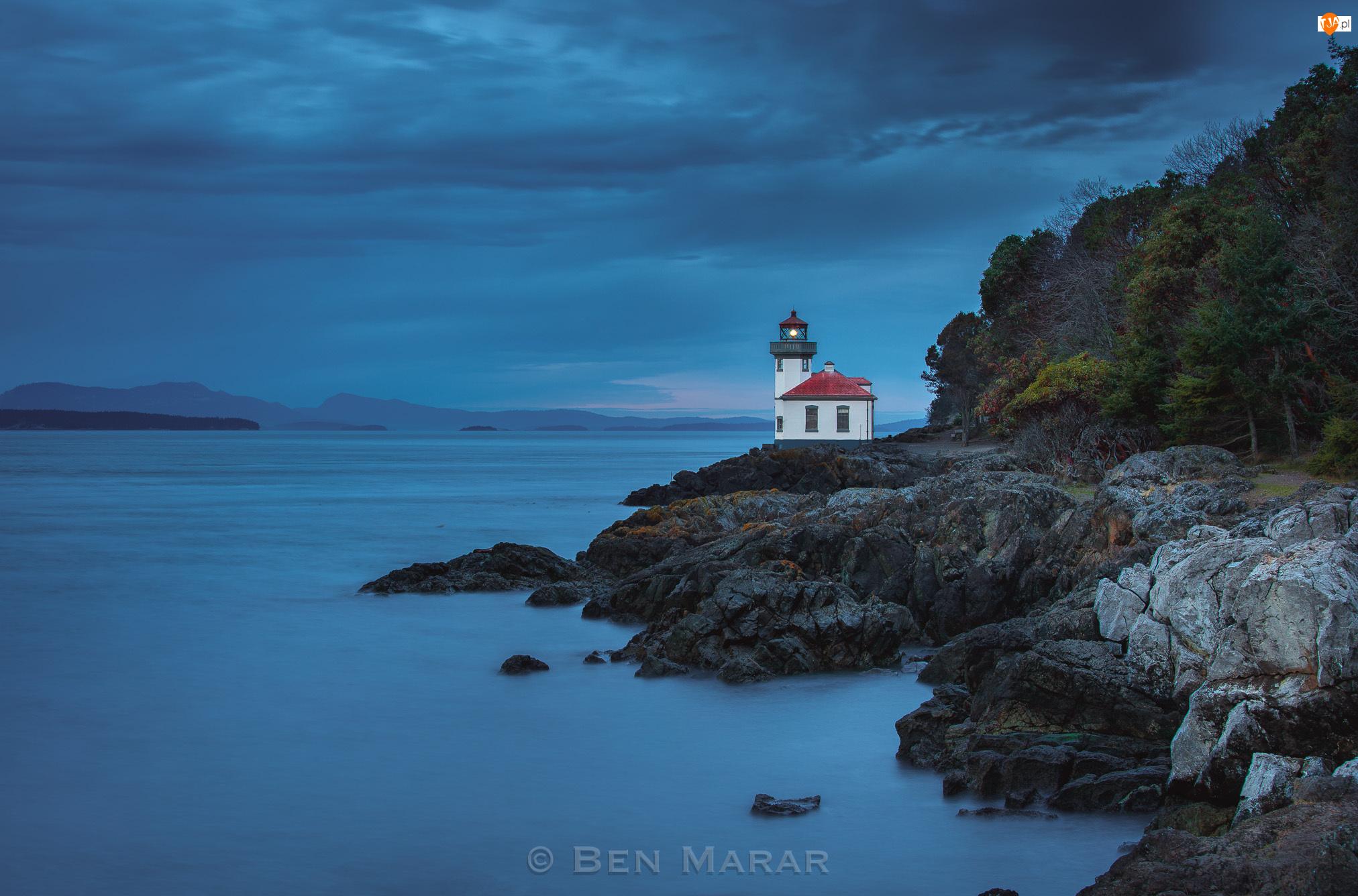 Latarnia morska Lime Kiln, Skały, Stany Zjednoczone, Morze, Stan Waszyngton, Miejscowość Friday Harbor, Wieczór