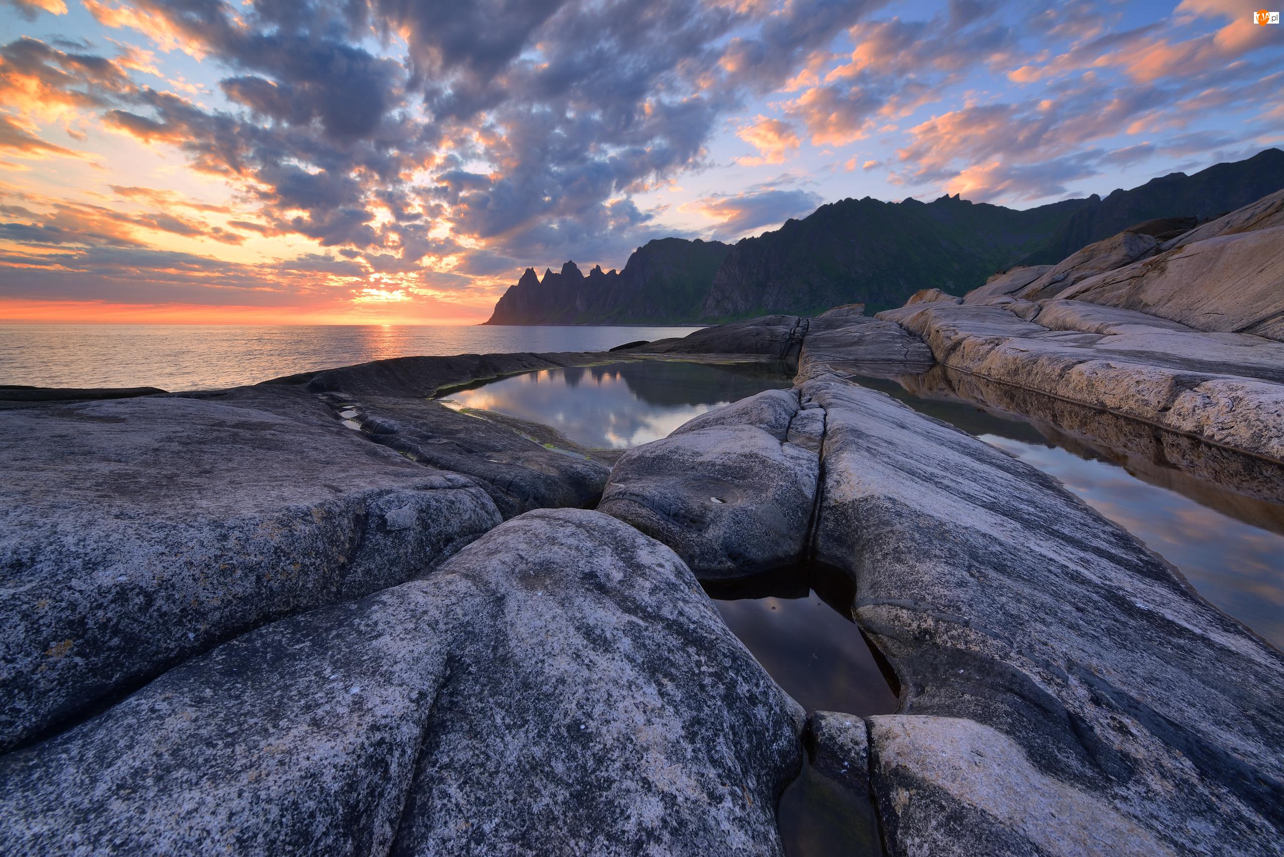 Morze Północne, Zachód słońca, Tungeneset, Norwegia, Skały, Wyspa Senja