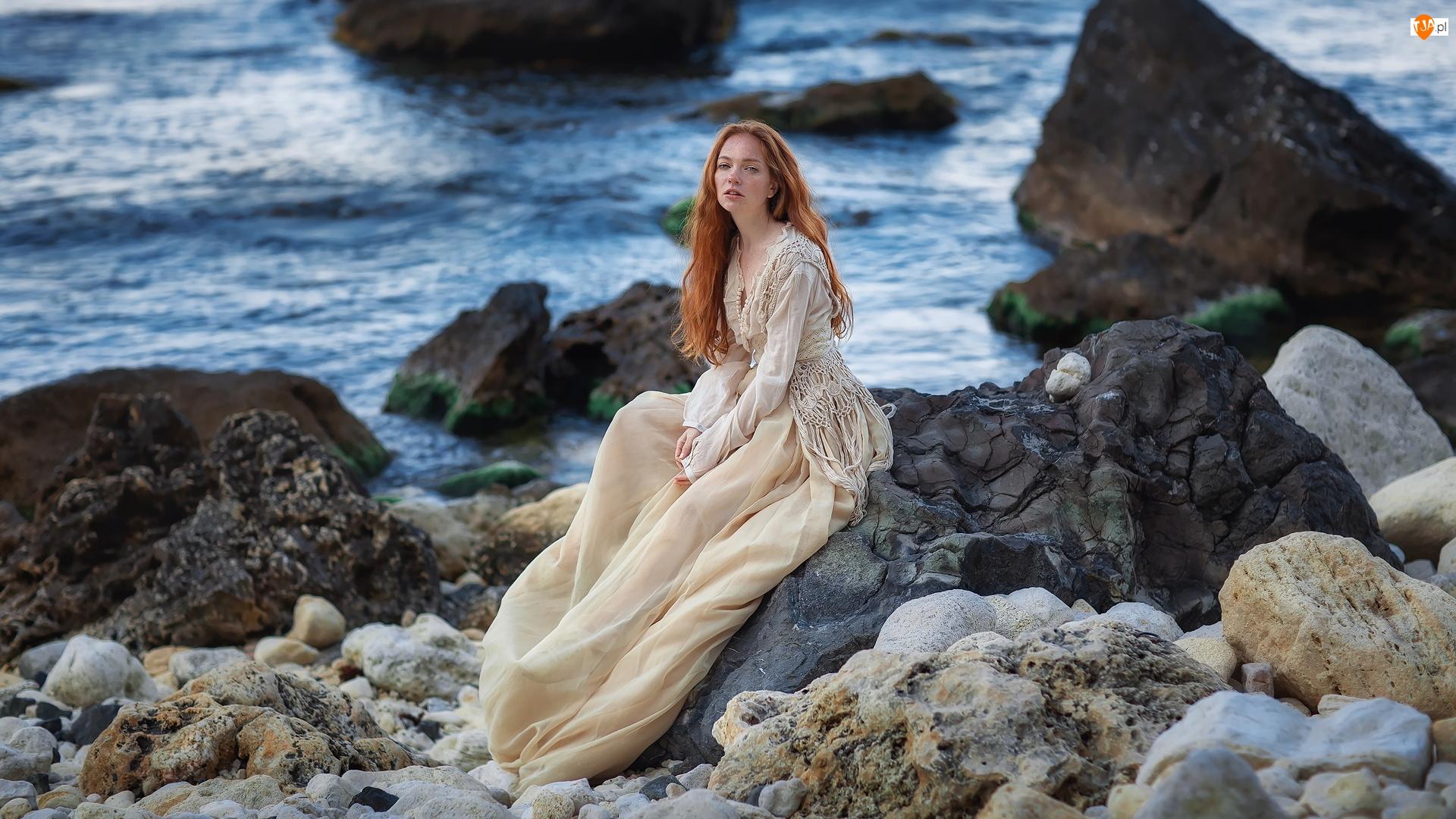 Kobieta, Beżowa, Morze, Rudowłosa, Kamienie, Skały, Sukienka