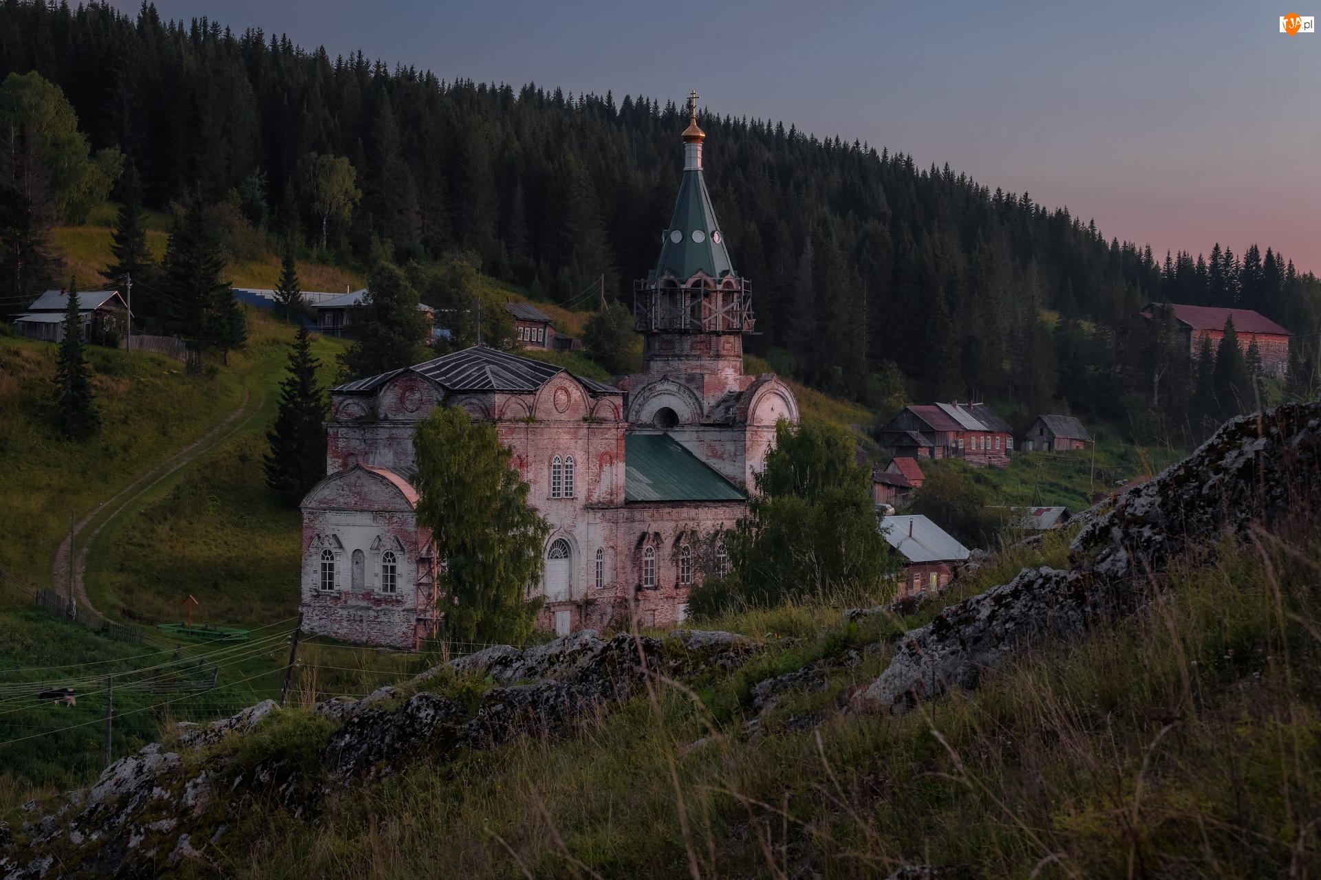 Domy, Cerkiew, Wieś Kyn, Rosja, Drzewa, Kraj Permski