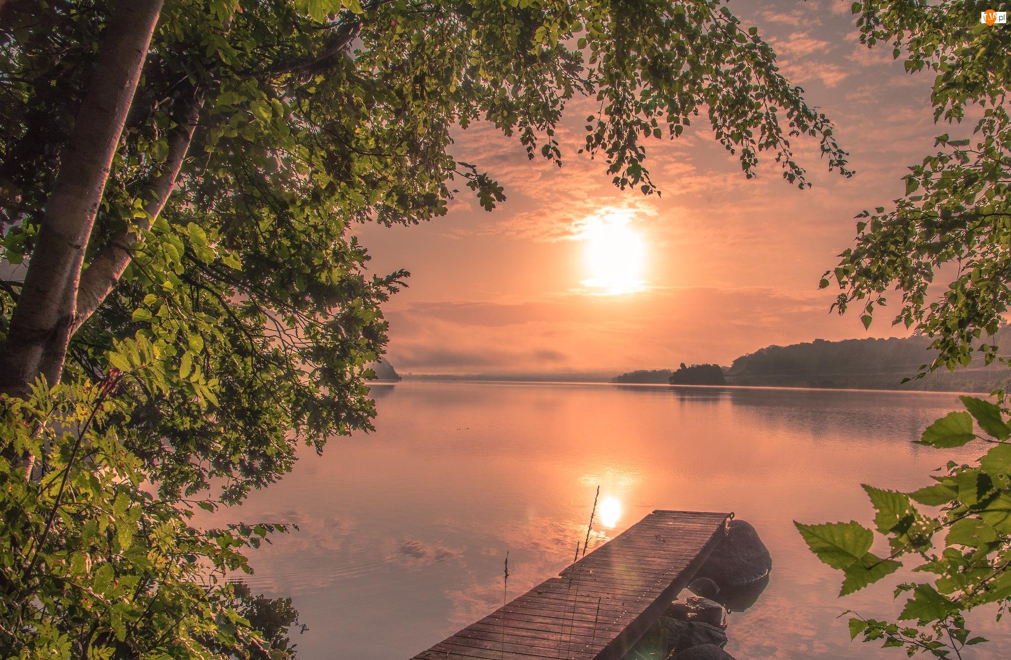 Wschód słońca, Jezioro, Drzewa, Pomost