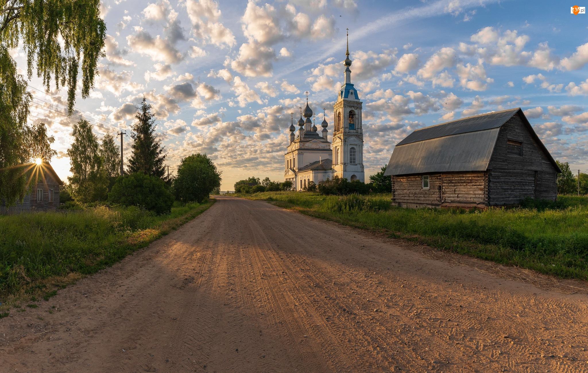 Rosja, Drewniane, Obwód jarosławski, Cerkiew, Savinskoye, Domy, Chmury, Droga, Wschód słońca