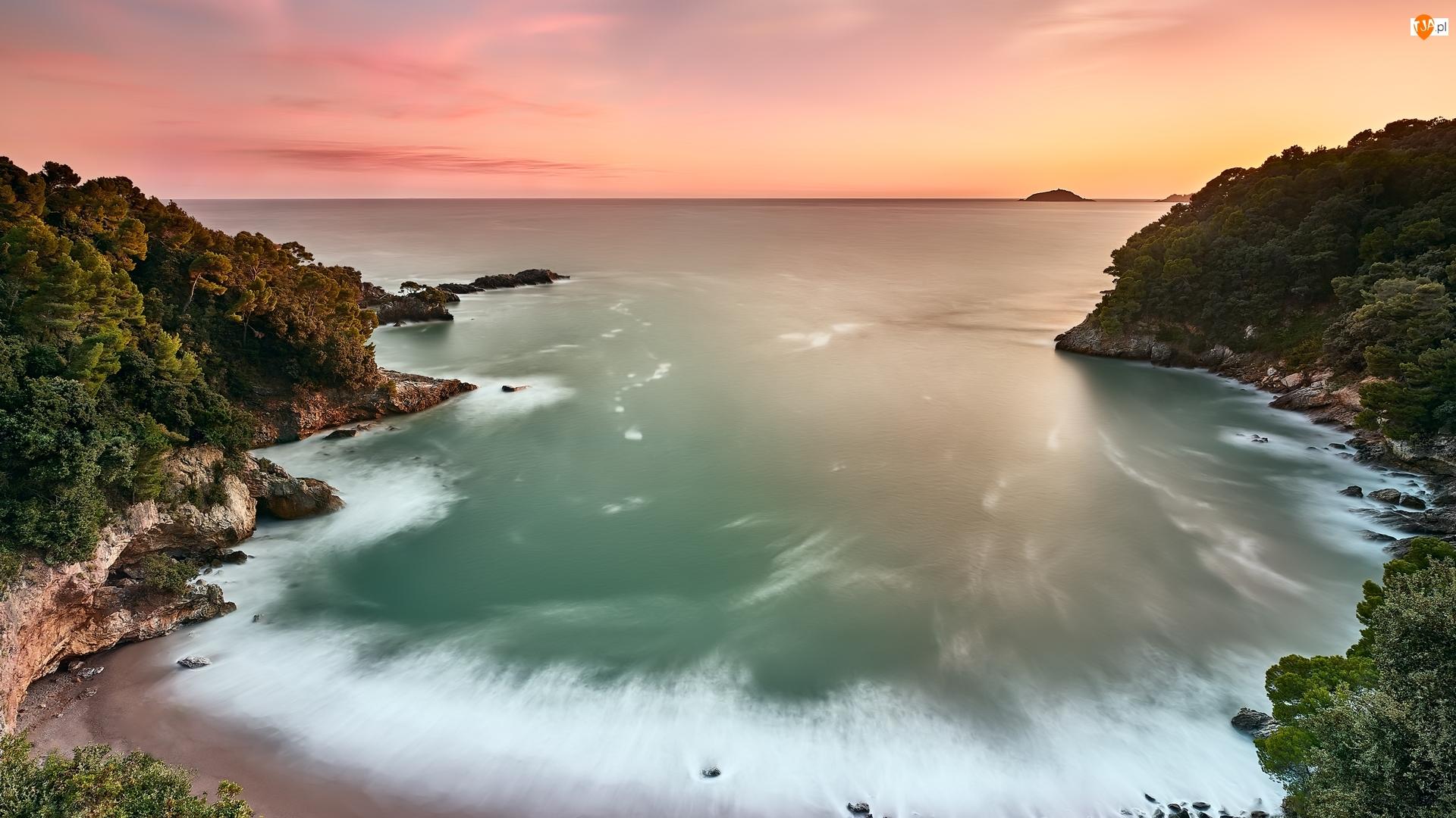 Zatoka, Zachód słońca, Skały, Morze, Roślinność