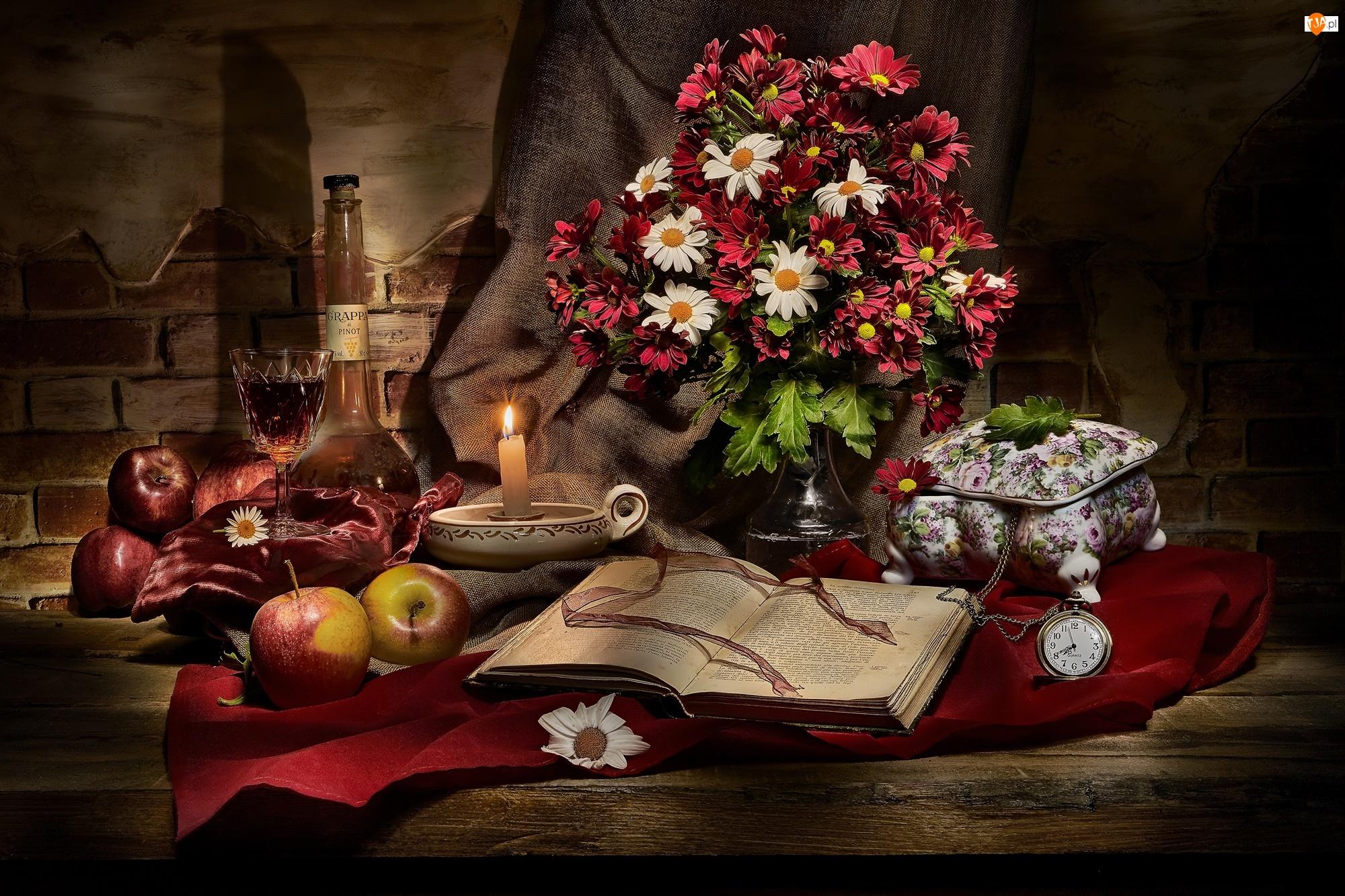 Jabłka, Kwiaty, Szkatułka, Butelka, Chryzantemy, Książka, Świeczka, Bukiet