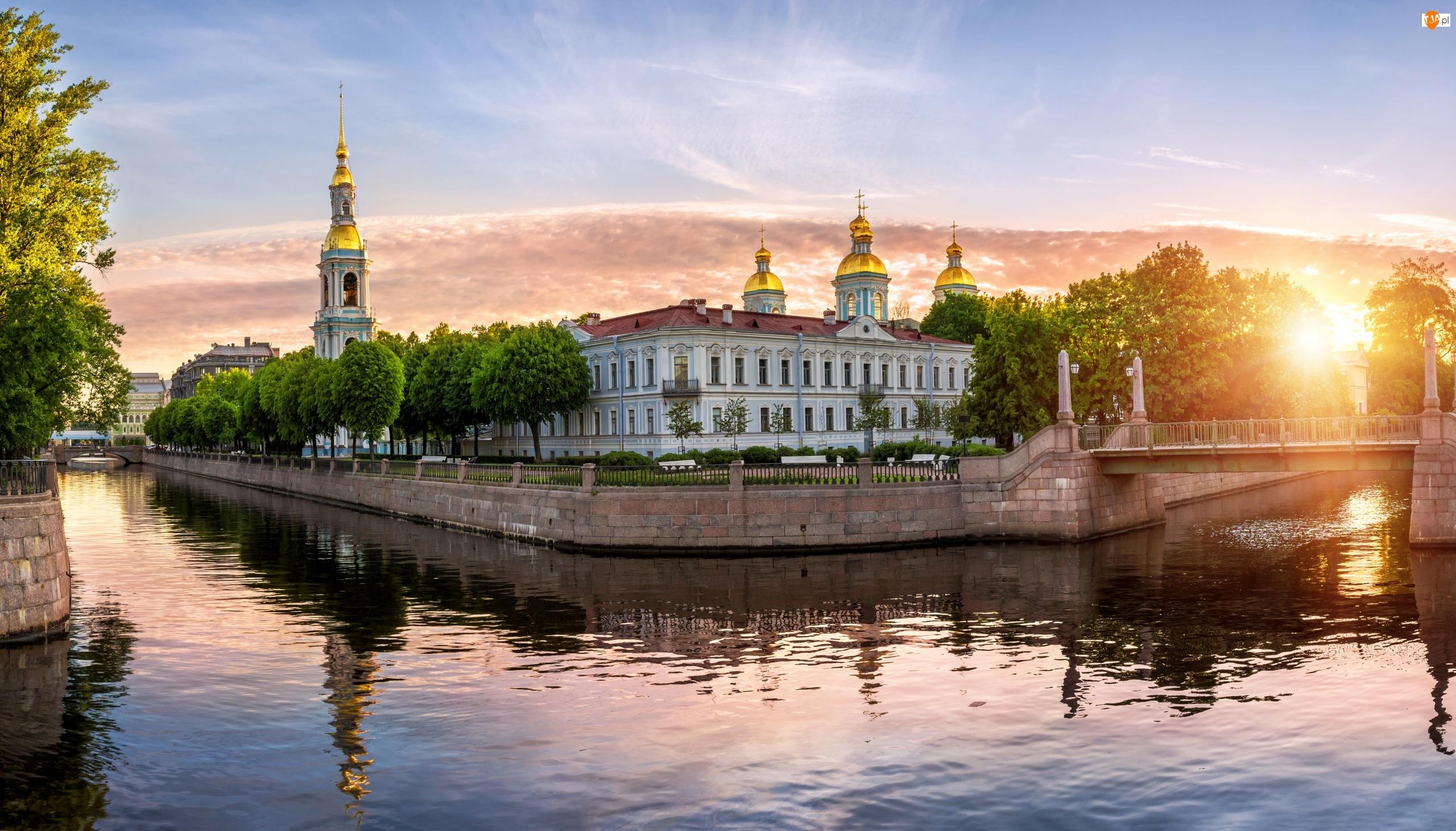 Wschód słońca, Rosja, Kanał Kryukowski, Drzewa, Petersburg, Most, Cerkiew, Sobór św. Mikołaja i Objawienia Pańskiego