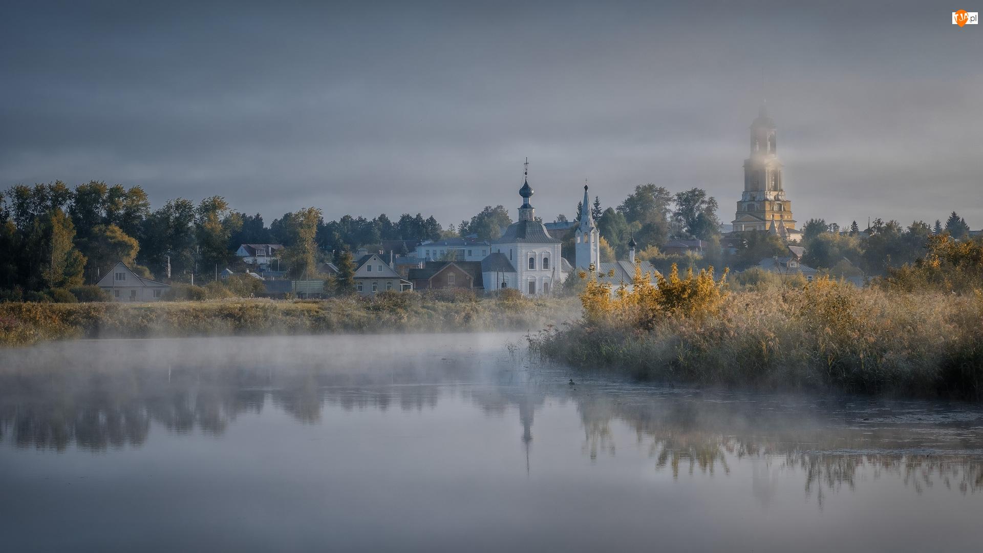 Rosja, Cerkiew, Suzdal, Domy, Drzewa, Rzeka Kamienka, Zarośla, Mgła, Jesień, Obwód włodzimierski