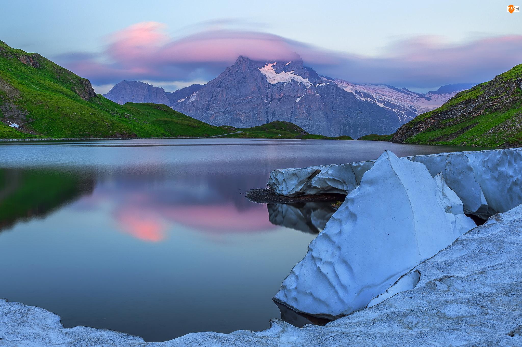 Śnieg, Jezioro Bachsee, Góra Wetterhorn, Kanton Berno, Góry, Zima, Szwajcaria, Alpy Berneńskie