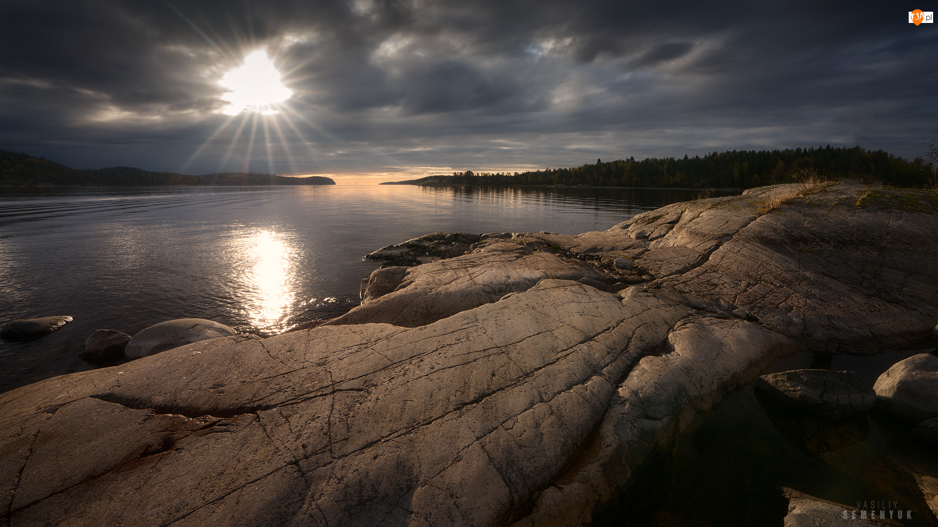 Skały, Ciemne, Rosja, Jezioro Ładoga, Karelia, Wschód słońca, Chmury