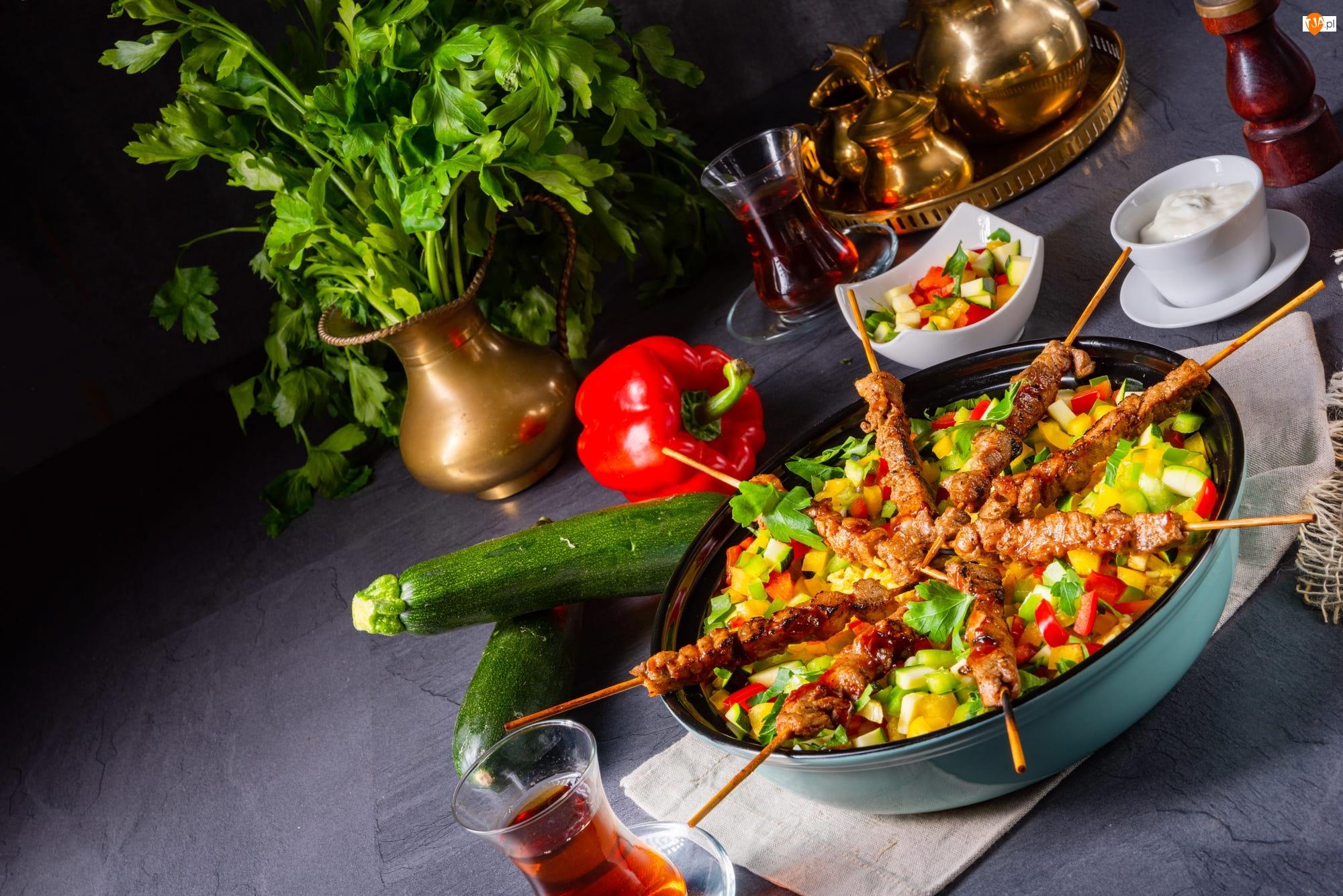 Talerz, Warzywa, Herbata, Szaszłyki, Pietruszka, Papryka, Cukinia