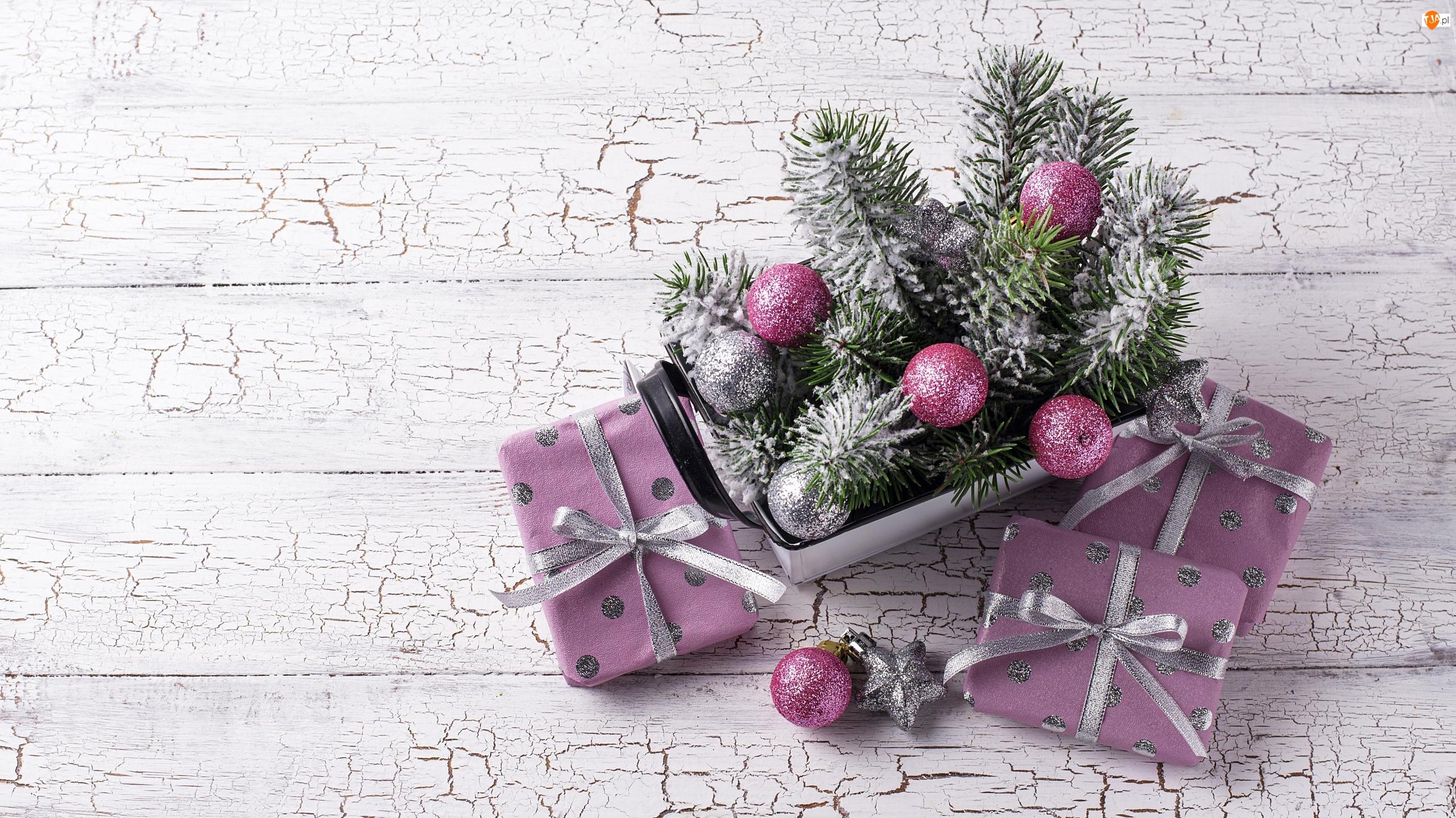 Drewno, Trzy, Prezenty, Bombki, Boże Narodzenie, Kompozycja, Srebrne, Gałązki, Różowe, Popękane
