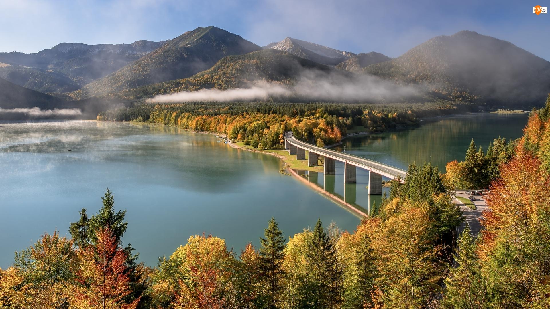 Mgła, Góry, Drzewa, Bawaria, Jezioro Sylvensteinsee, Jesień, Niemcy, Most