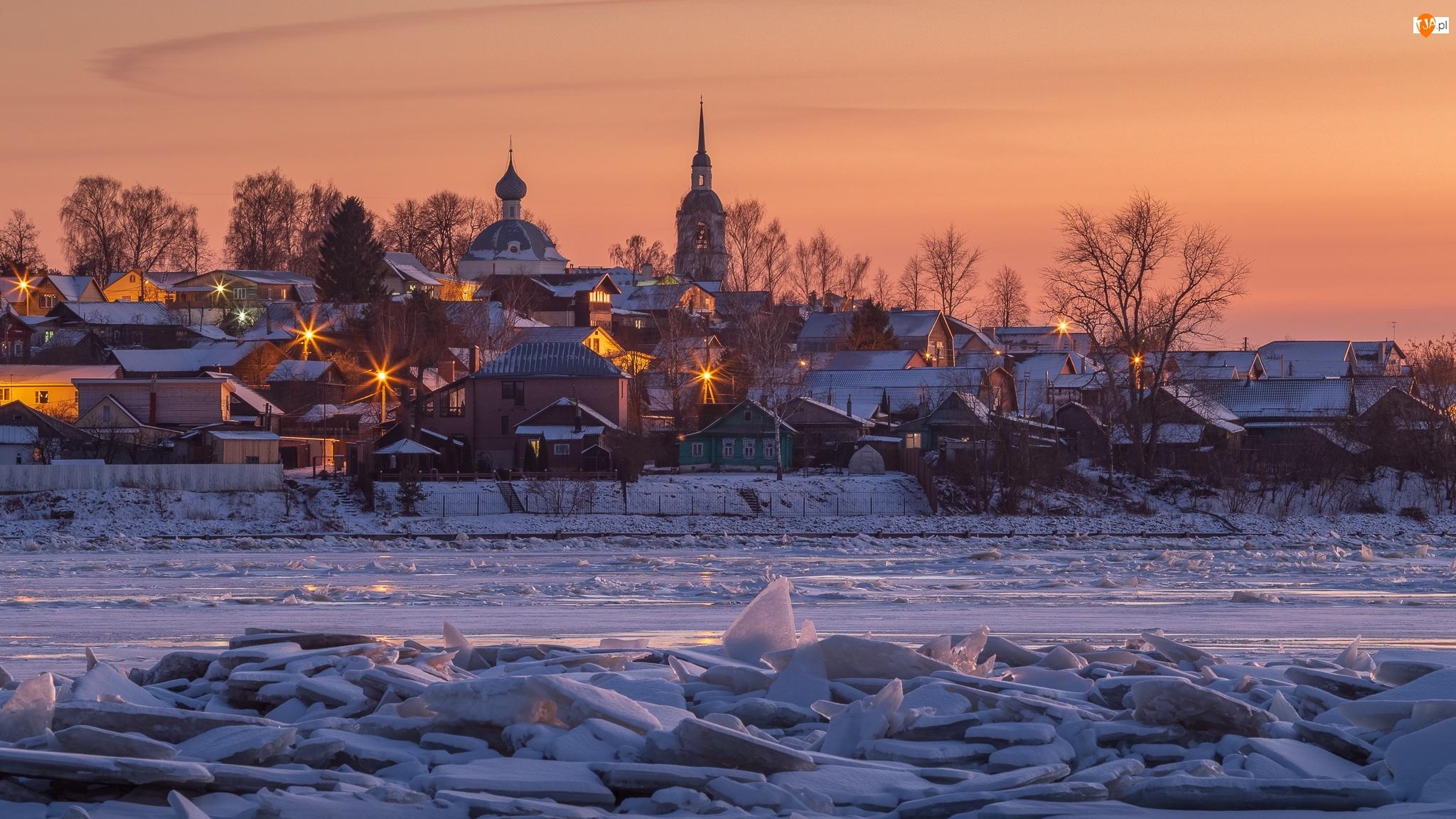 Rosja, Światła, Drzewa, Cerkiew, Rzeka Wołga, Zima, Lód, Śnieg, Domy, Kostroma