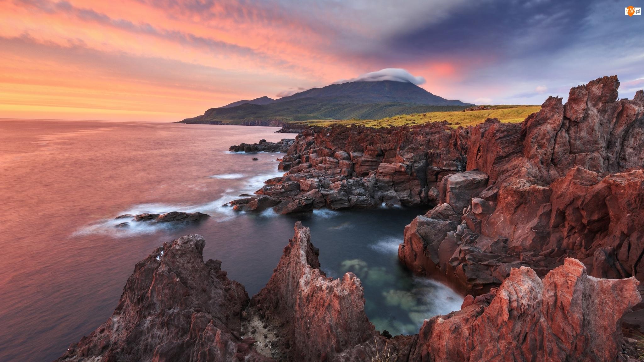 Wyspa Iturup, Morze, Skały, Obwód sachaliński, Zachód słońca, Wybrzeże, Rosja, Góry