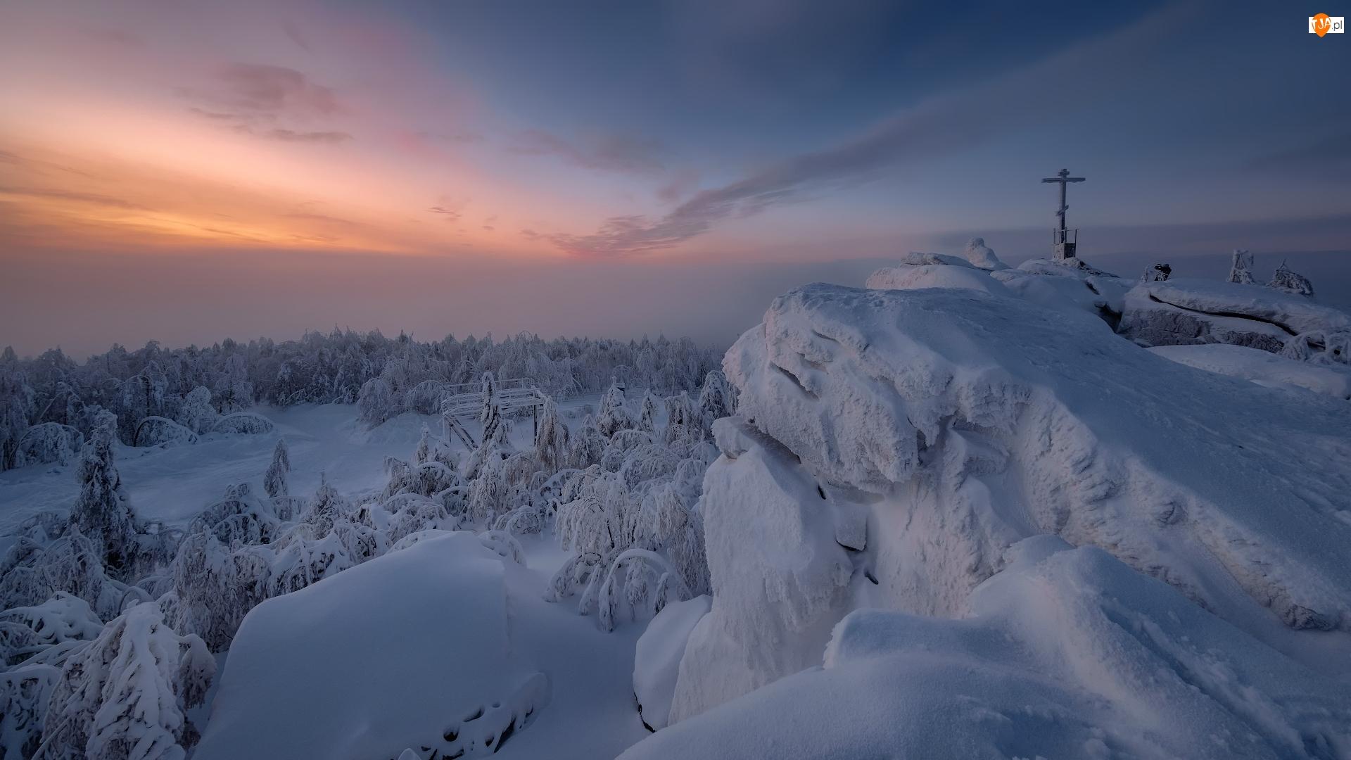 Wschód słońca, Szczyt, Rosja, Zima, Kraj Premski, Góra Krestovaya, Krzyż