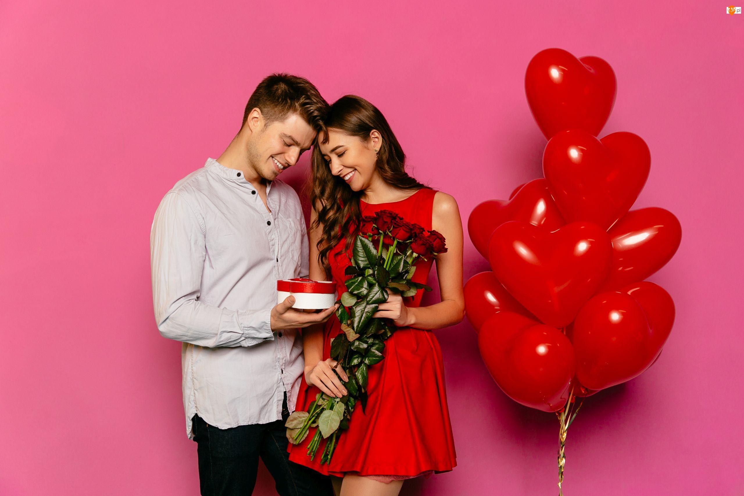 Czerwone, Mężczyzna, Bukiet, Balony, Kobieta, Róż, Walentynki, Prezent