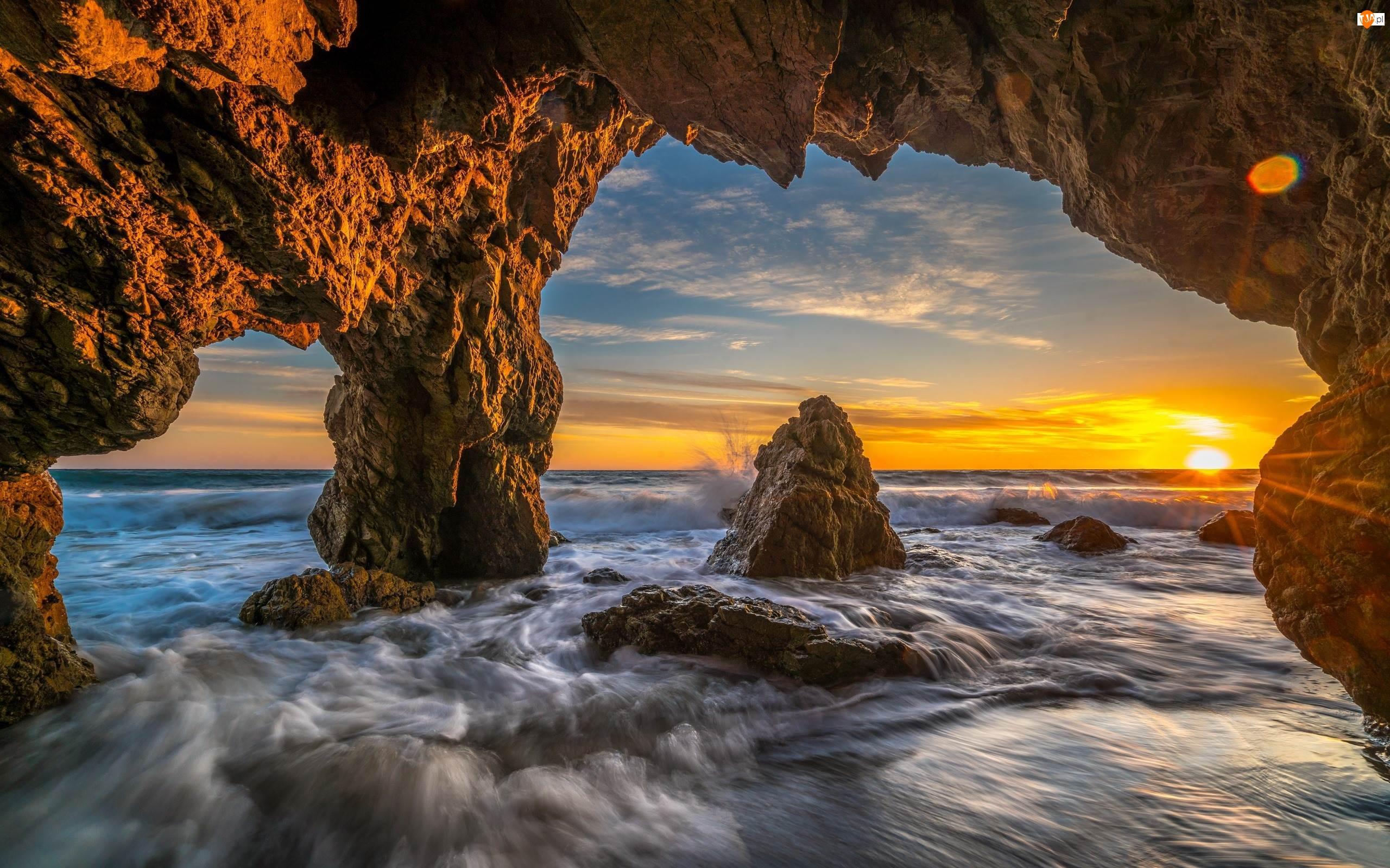 Stany Zjednoczone, Zachód słońca, Hrabstwo Los Angeles, Skały, Morze, Malibu, Jaskinia, Fale, Plaża El Matador Beach, Kalifornia