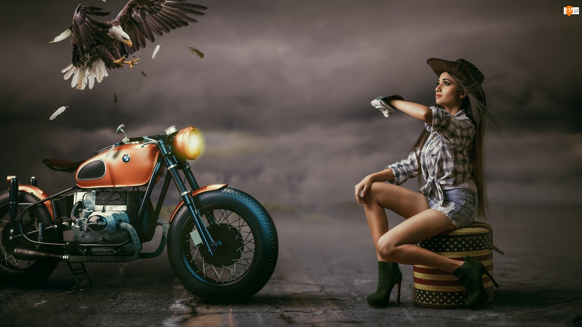 Bielik amerykański, Kobieta, Motocykl BMW