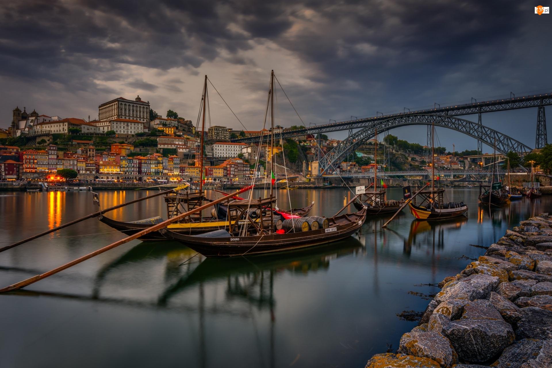 Porto, Portugalia, Łodzie, Domy, Rzeka Duero, Most Ponte Dom Luís I