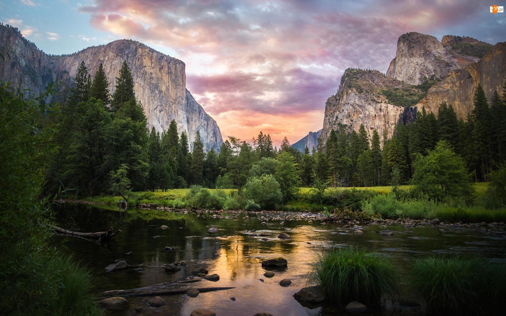 Stan Kalifornia, Park Narodowy Yosemite, Wschód słońca, Stany Zjednoczone, Góry Sierra Nevada, Drzewa, Rzeka Merced