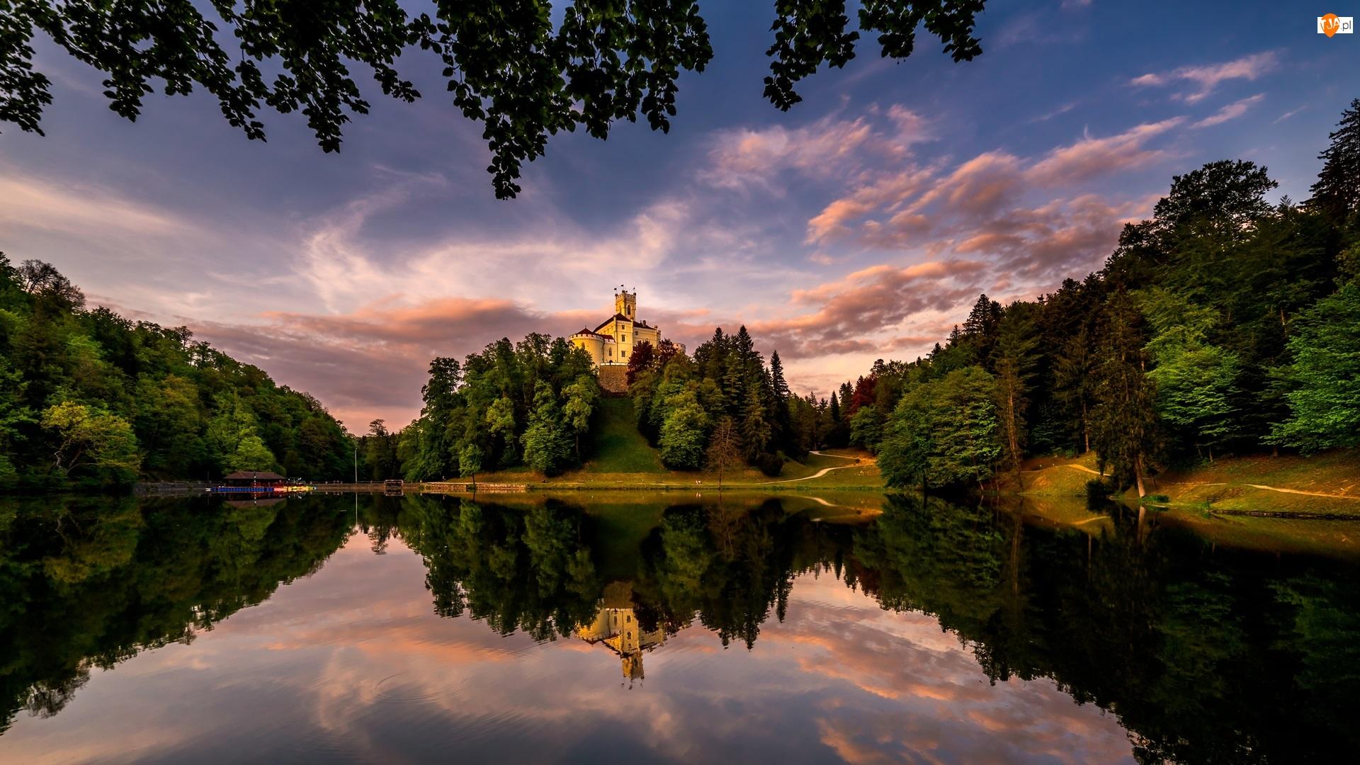 Jezioro, Chmury, Zamek Trakoscan, Chorwacja, Drzewa