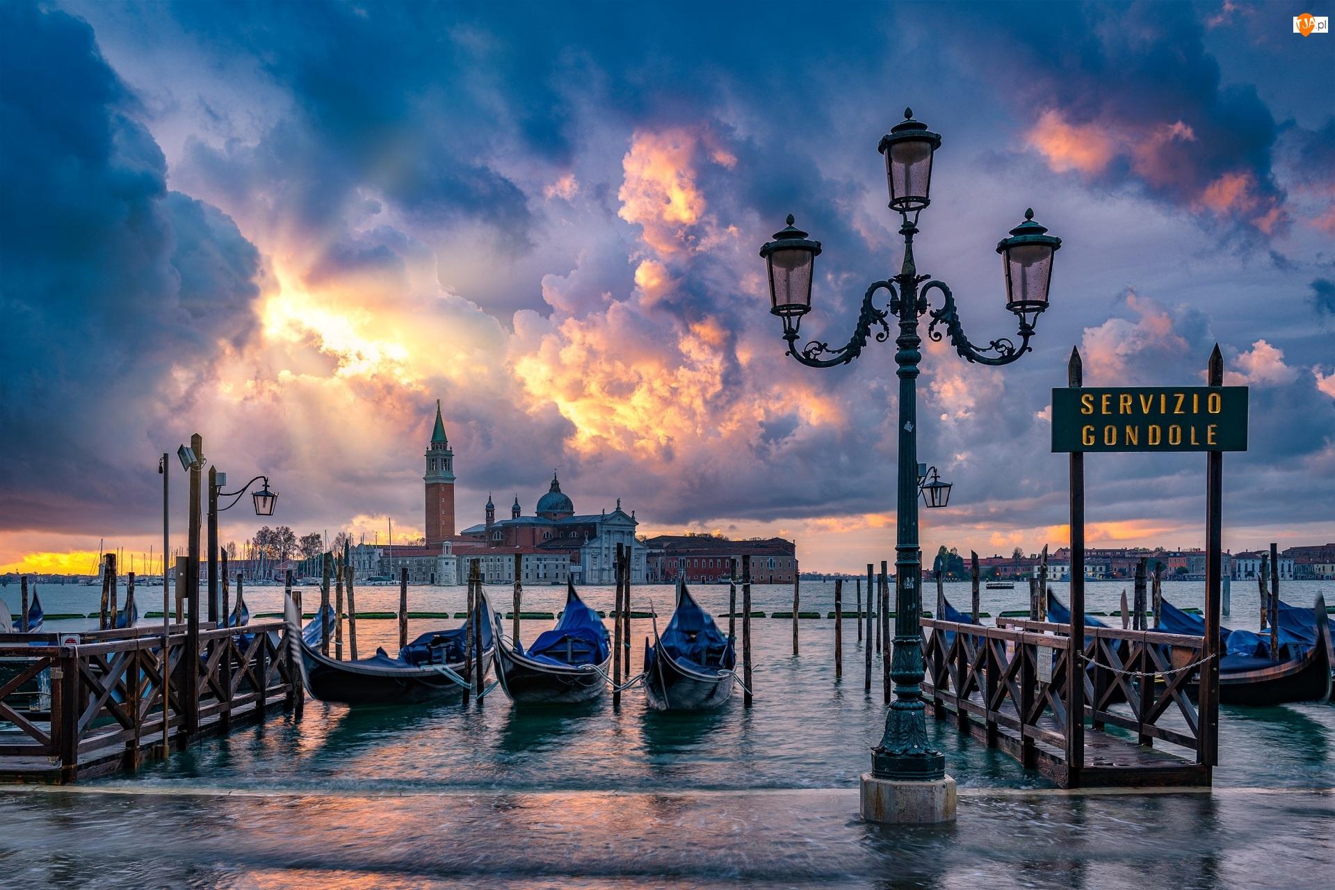 Włochy, Latarnia, Wenecja, Bazylika San Giorgio Maggiore, Chmury, Przystań, Gondole, Cieśnina Canal Grande, Łodzie