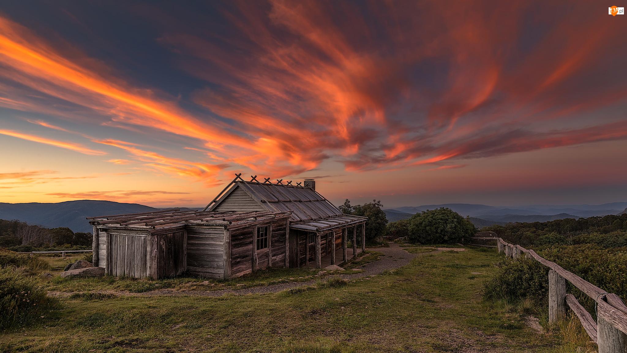 Mount Stirling, Chmury, Góra, Australia, Wieś Wabonga, Zachód słońca, Dom, Szczyt, Drewniany, Chatka Craiga, Płot, Stan Wiktoria