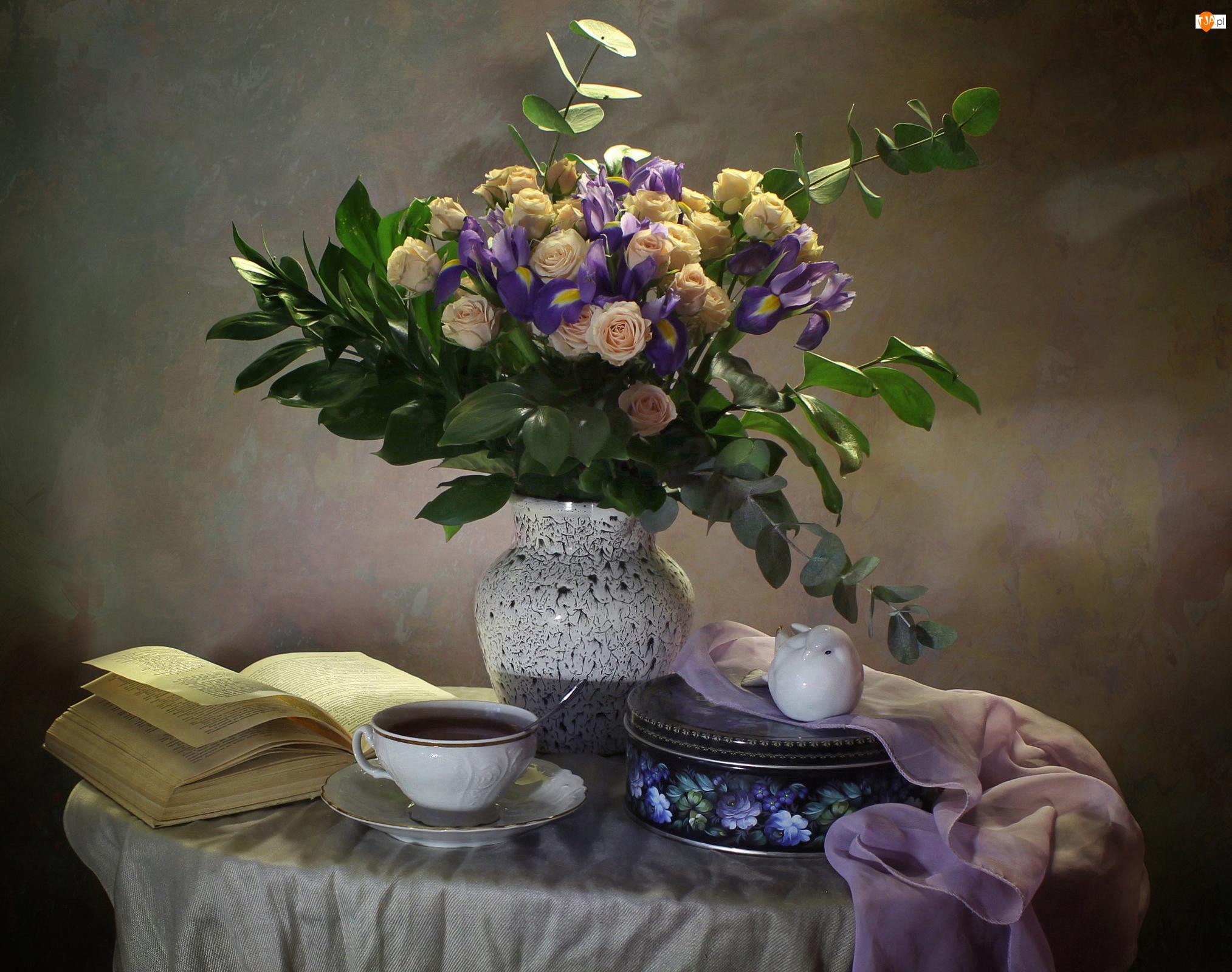 Irysy, Wazon, Herbata, Książka, Bukiet, Puszka, Gałązki, Kwiaty, Filiżanka, Róże, Kompozycja