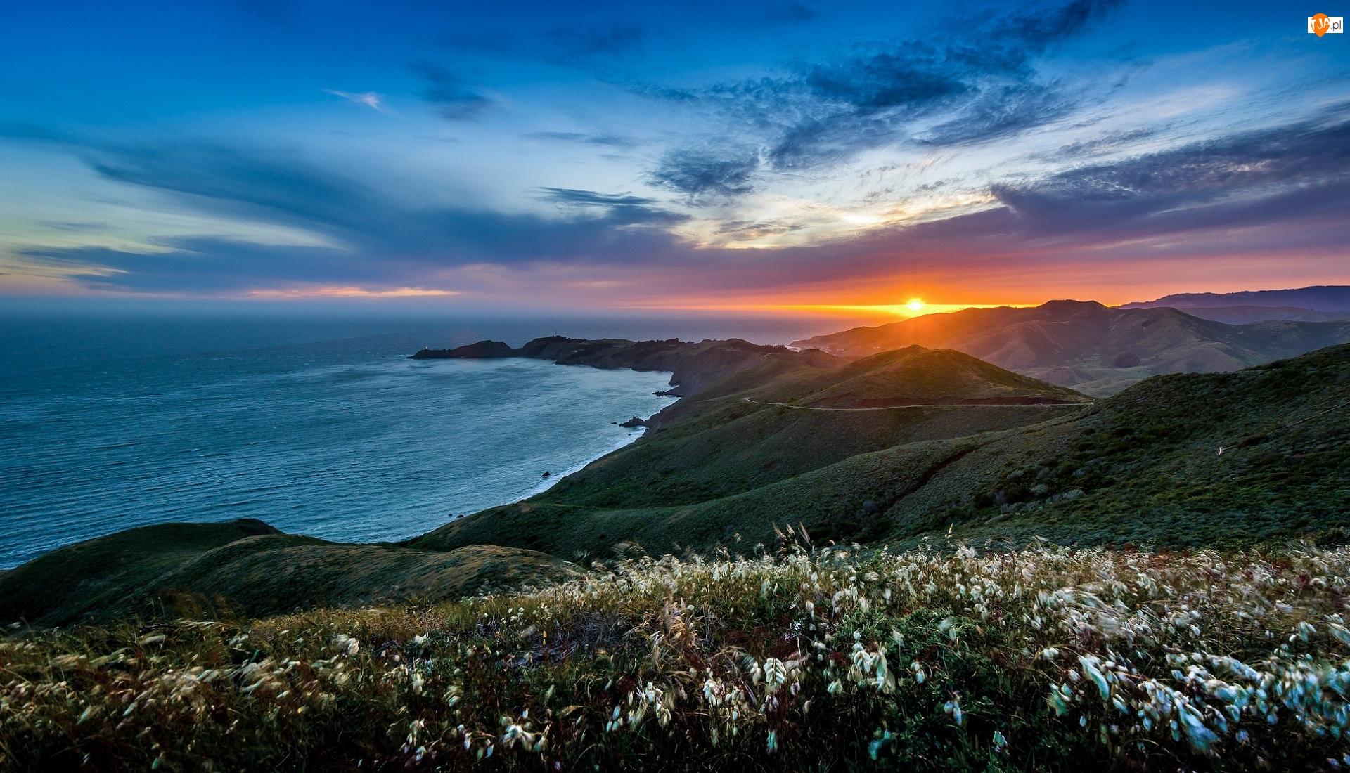 Chmury, Roślinność, Ocean, Wzgórza, Kalifornia, Stany Zjednoczone, Półwysep Marin Headlands, Sausalito, Wybrzeże, Zachód słońca