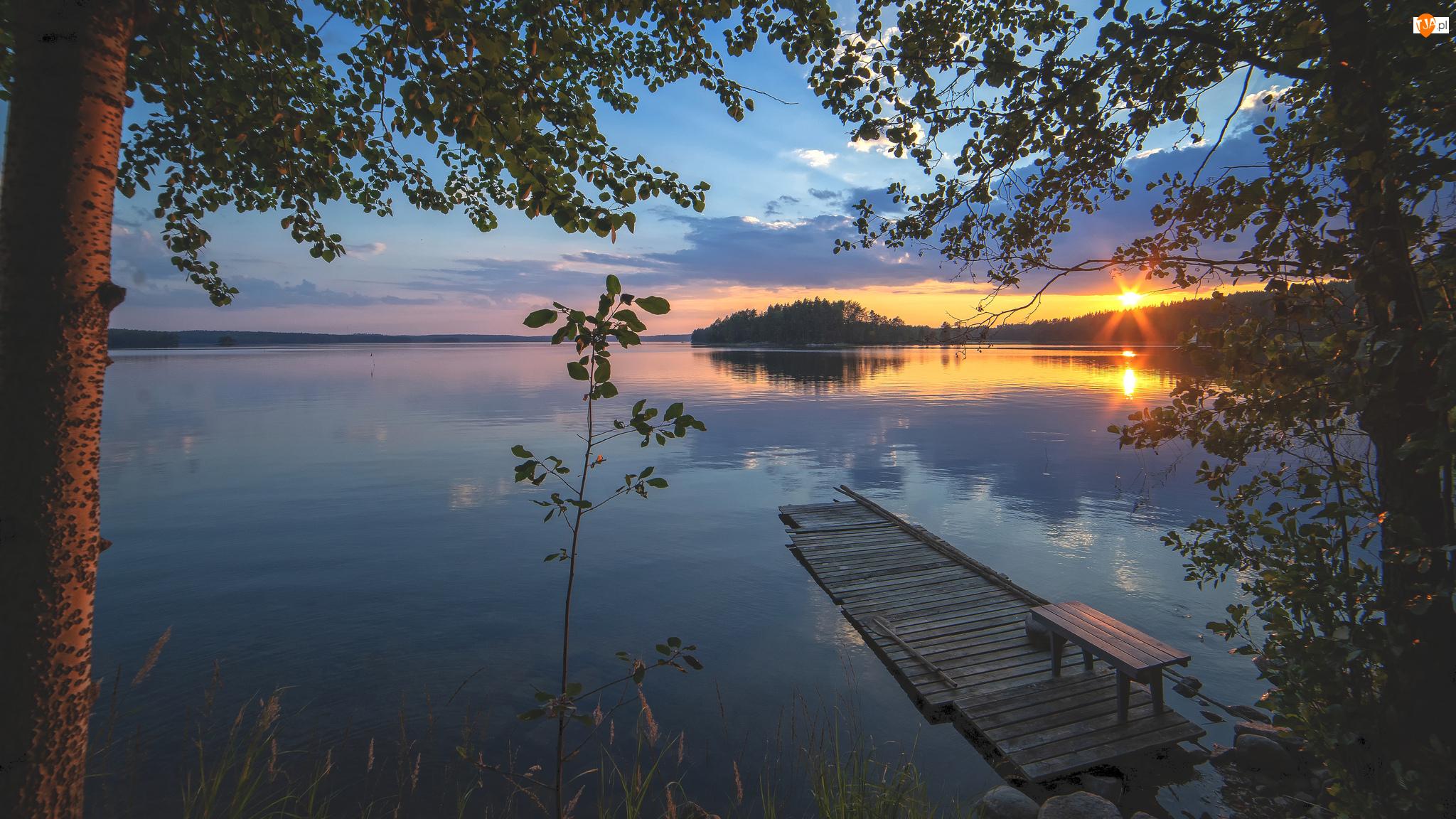 Pomost, Zachód słońca, Drzewa, Jezioro, Ławka
