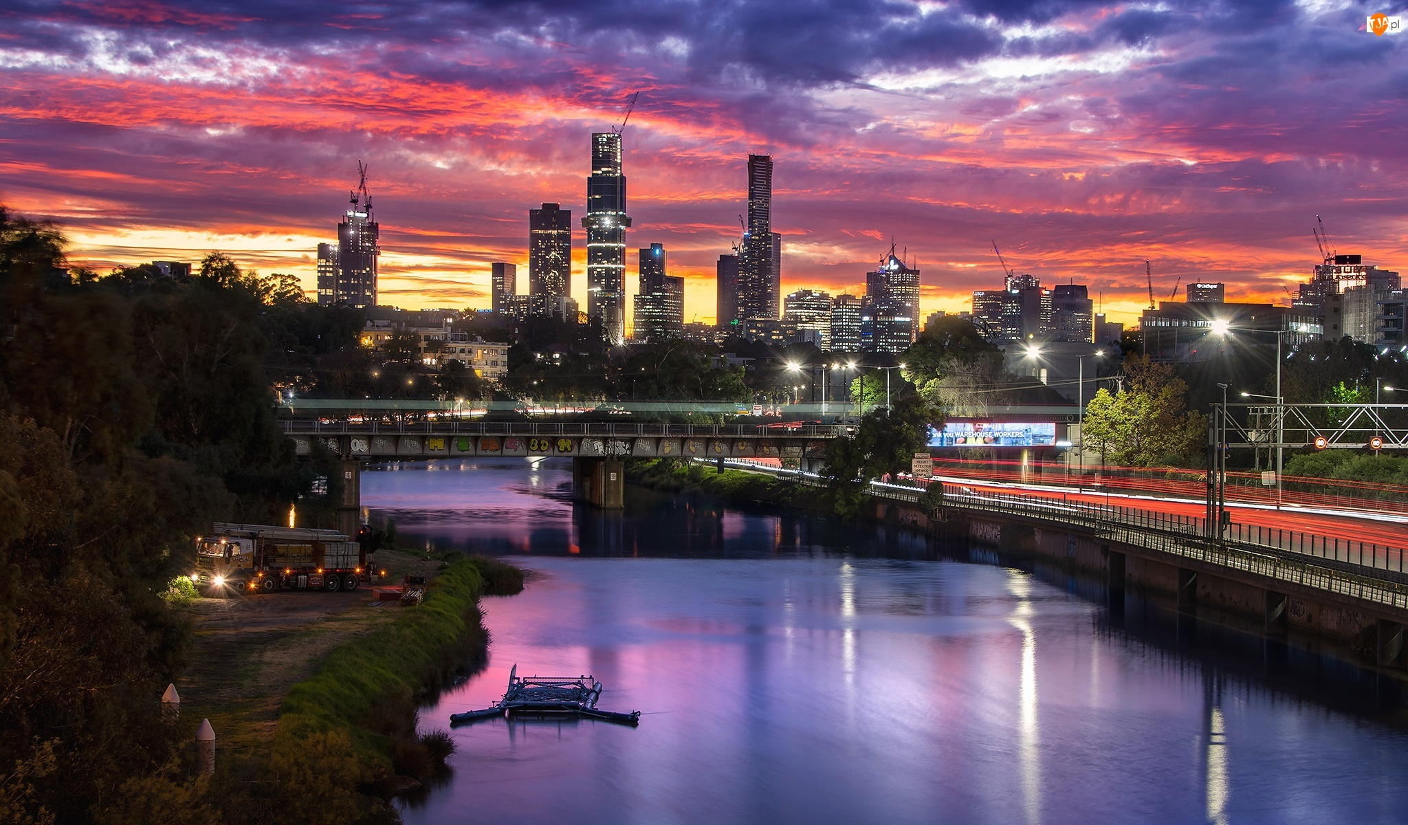Zachód słońca, Melbourne, Chmury, Most, Światła, Miasto, Wieżowce, Australia, Rzeka Yarra