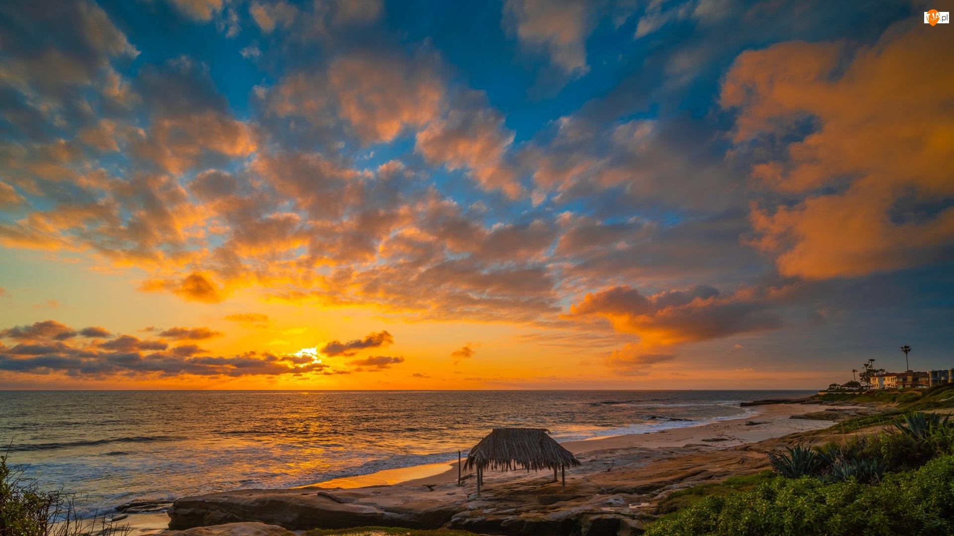 Wybrzeże, Morze, Domy, Chmury, Plaża, Zachód słońca