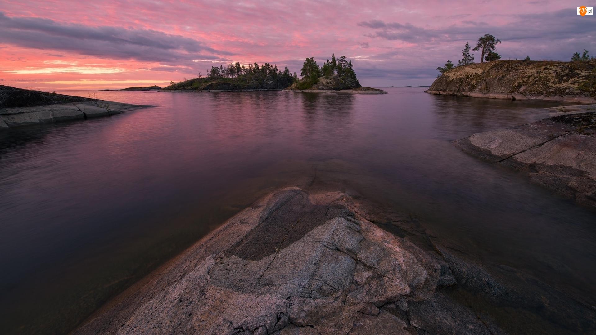 Wschód słońca, Jezioro Ładoga, Chmury, Karelia, Skały, Wysepki, Rosja, Drzewa