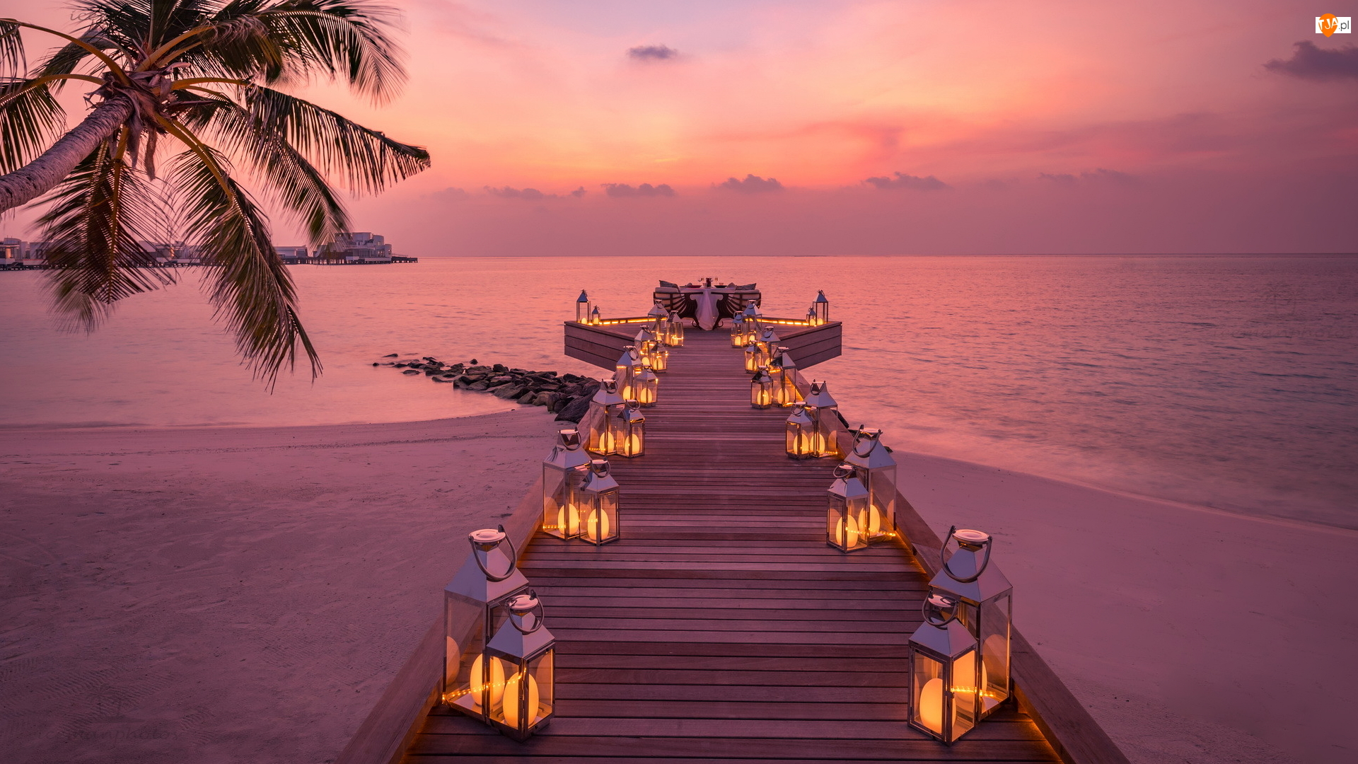 Zachód słońca, Pomost, Malediwy, Morze, Palma, Stół, Lampiony