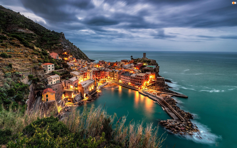 Vernazza, Cinque Terre, Zmrok, Włochy, Domy, Morze, Wybrzeże