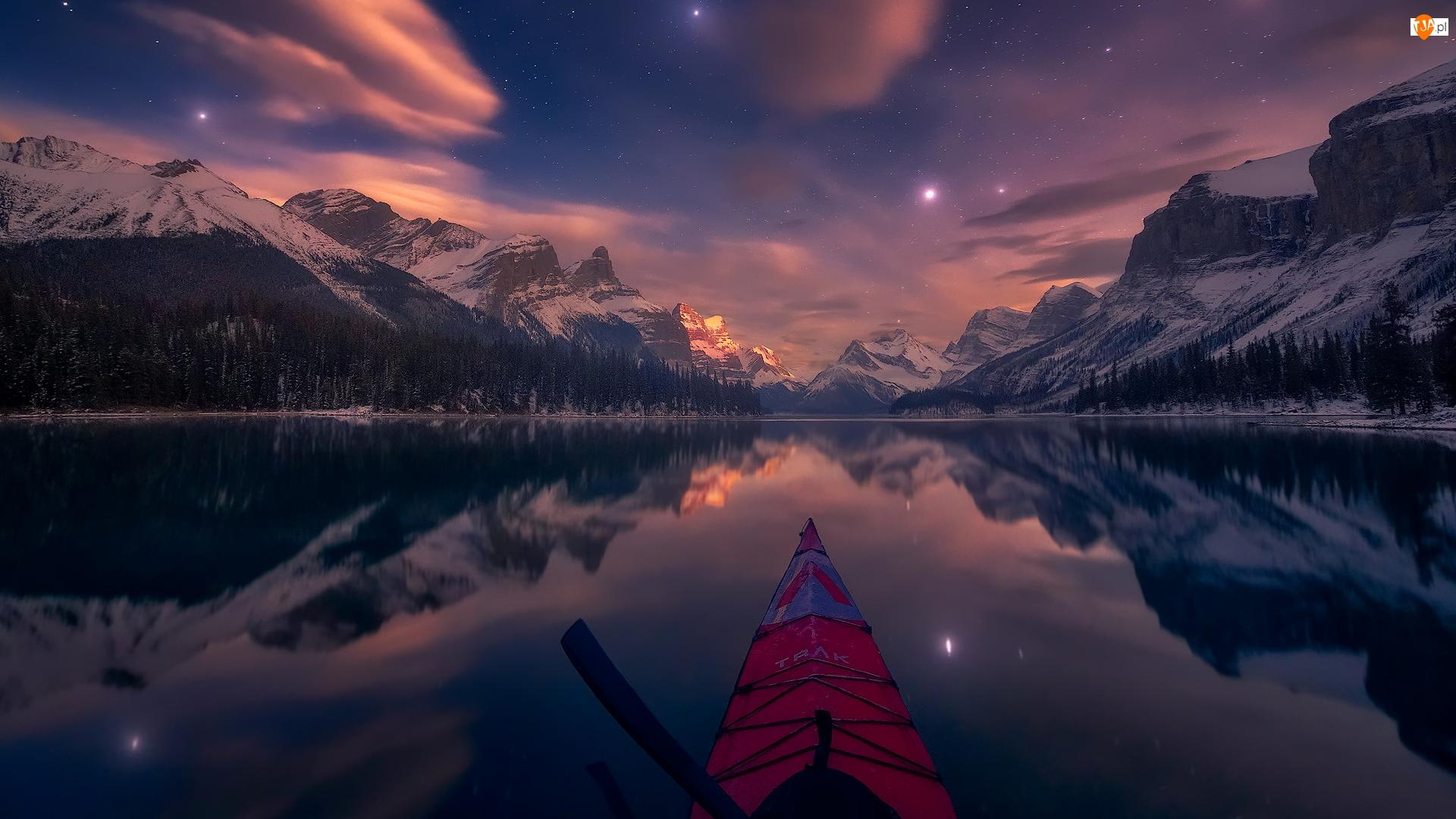 Góry, Zmierzch, Park Narodowy Jasper, Gwiazdy, Maligne Lake, Alberta, Canadian Rockies, Jezioro, Zima, Kajak, Kanada