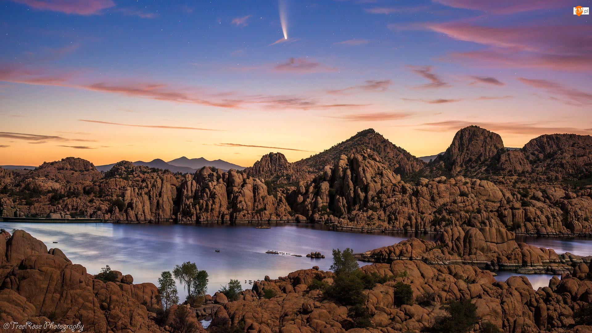 Jezioro, Kometa, Skały, Góry, Chmury