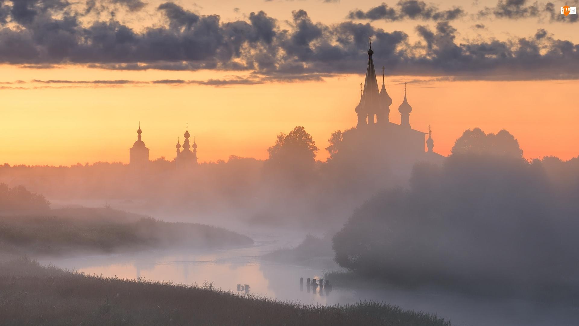 Dunilovo, Rzeka Teza, Chmury, Obwód iwanowski, Cerkiew, Drzewa, Rosja, Mgła