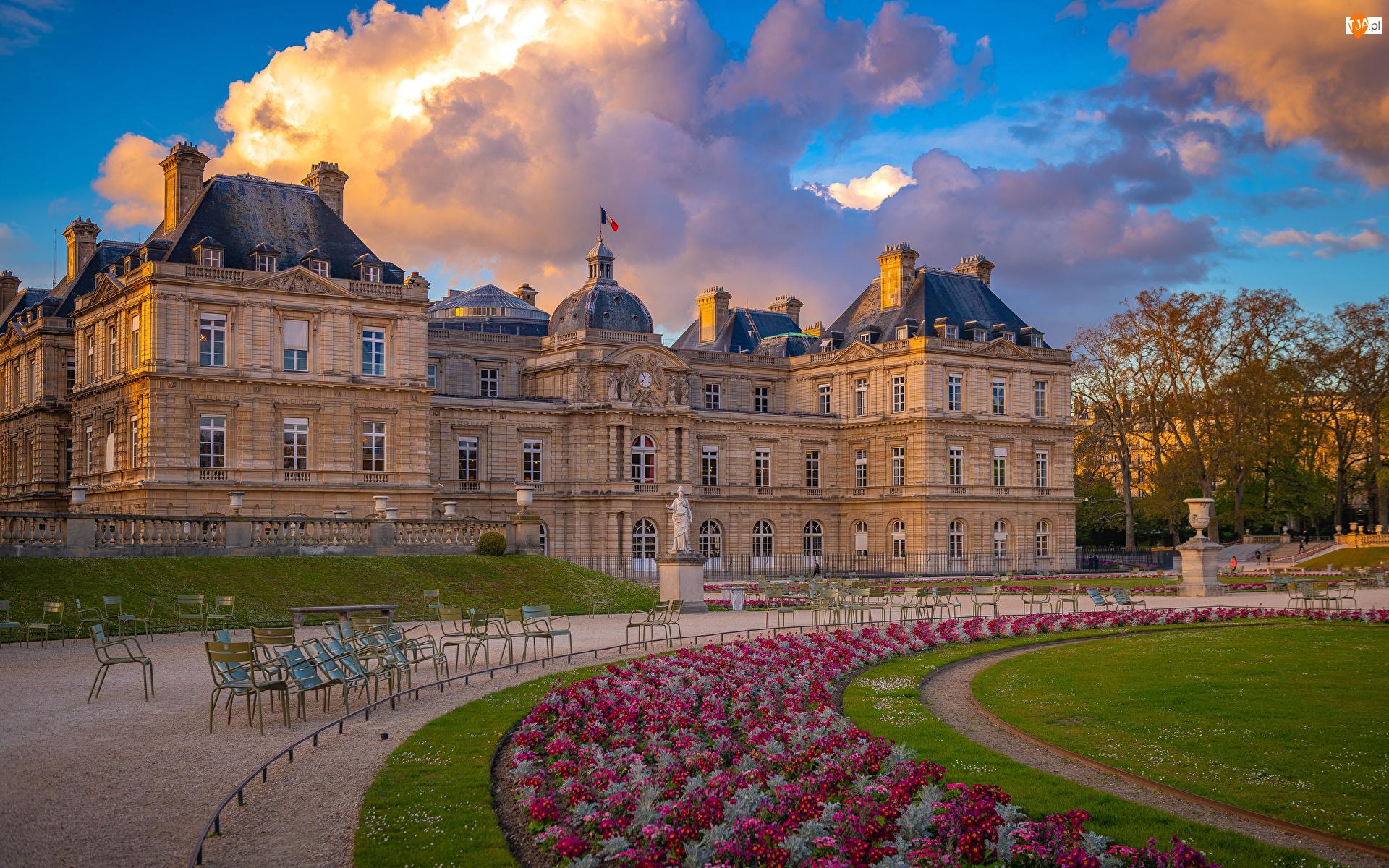 Kwiaty, Niebo, Francja, Ogród, Paryż, Pałac Luksemburski, Chmury