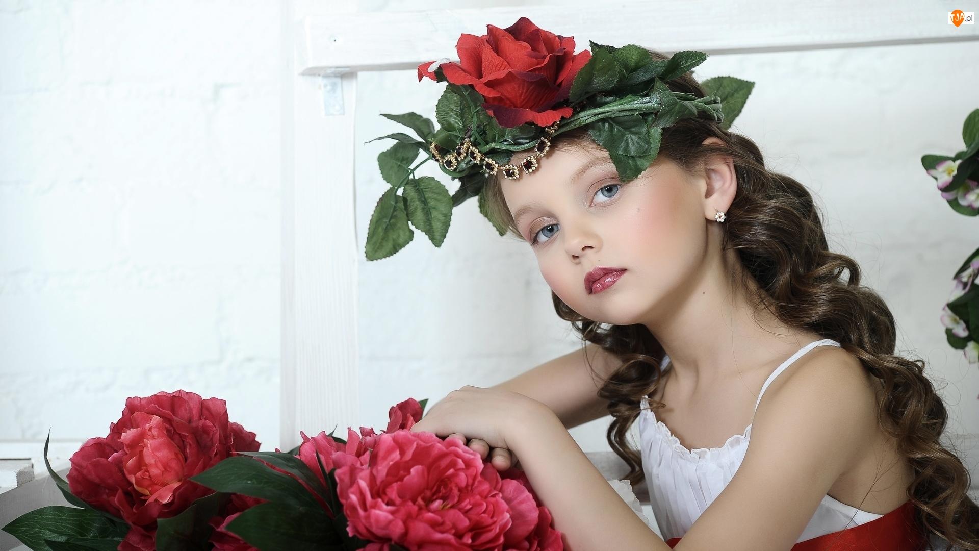Róża, Dziewczynka, Wianek, Czerwona
