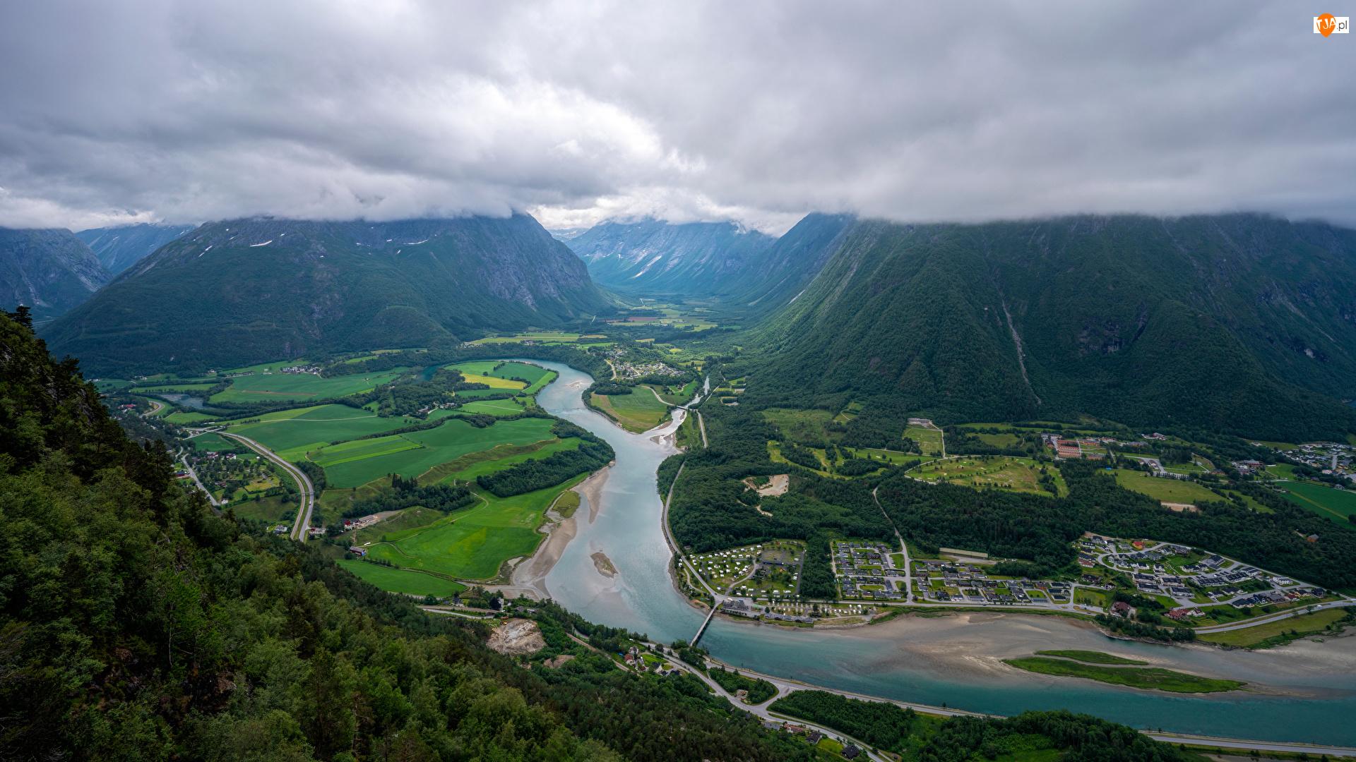 Drzewa, Region Oppland, Lasy, Drogi, Chmury, Dolina Romsdalen, Góry Romsdalsalpane, Norwegia, Rzeka Rauma