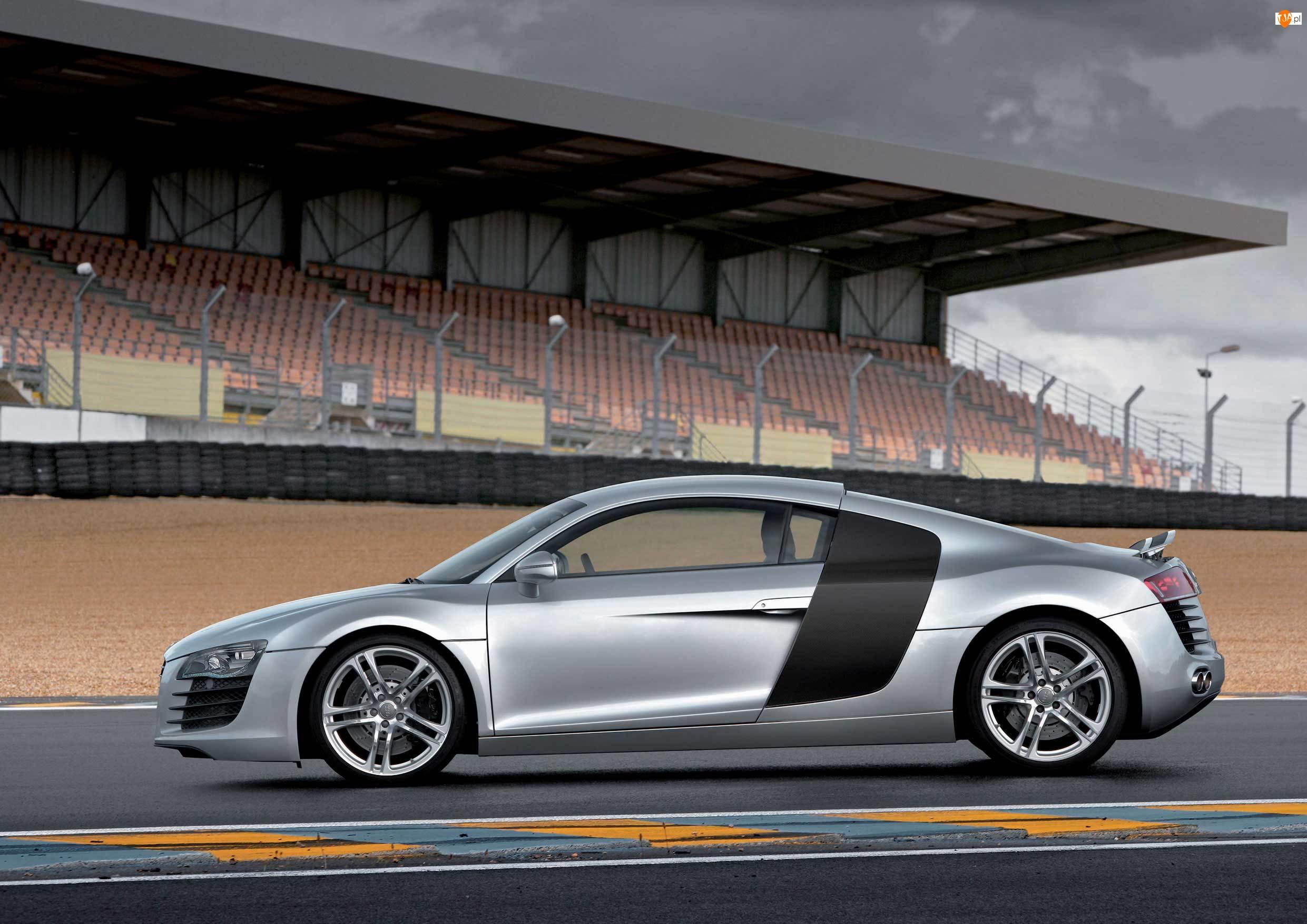 Tor, Audi R8, Trybuny