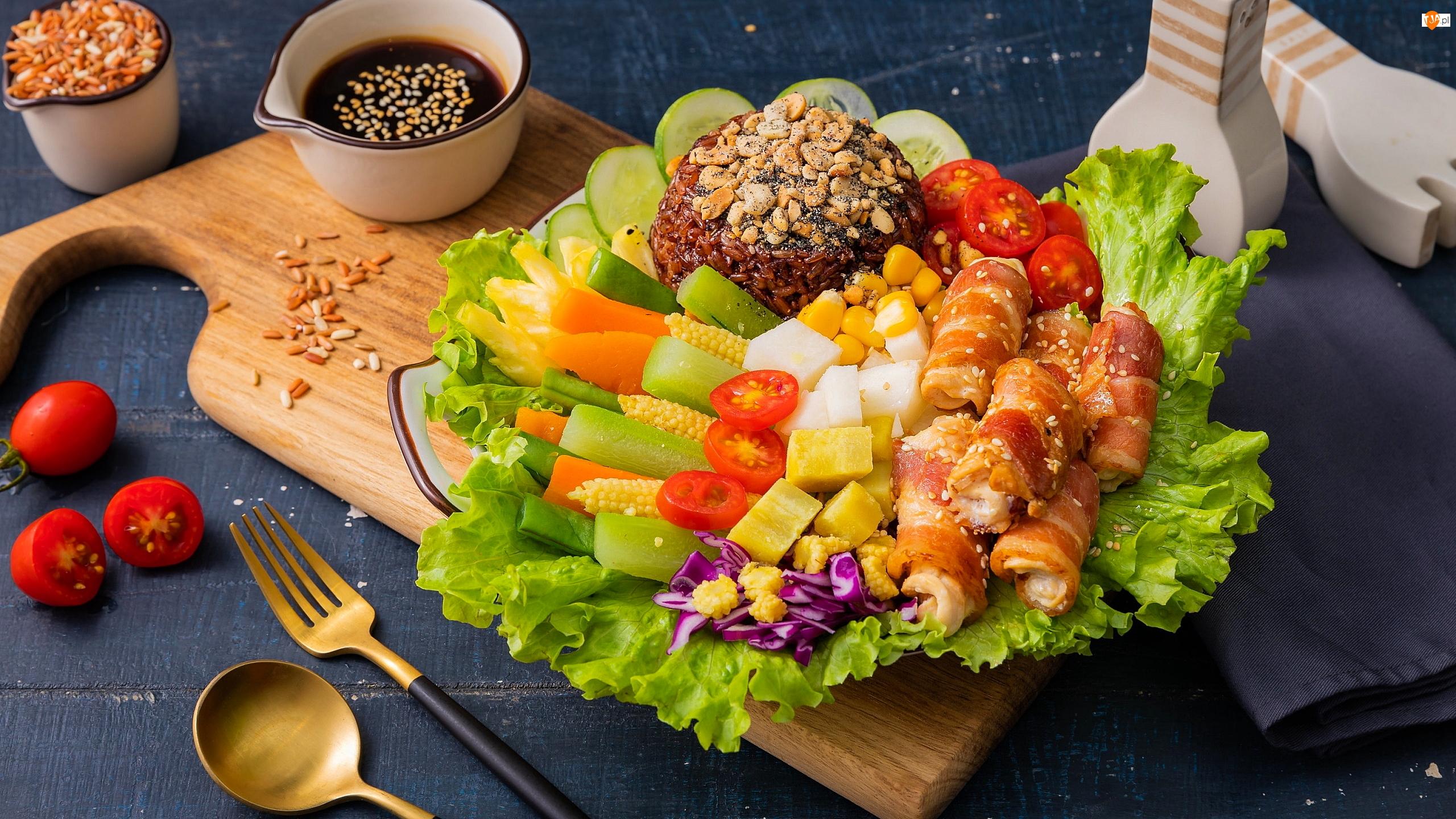 Warzywa, Sos, Ryż, Mięso, Deska