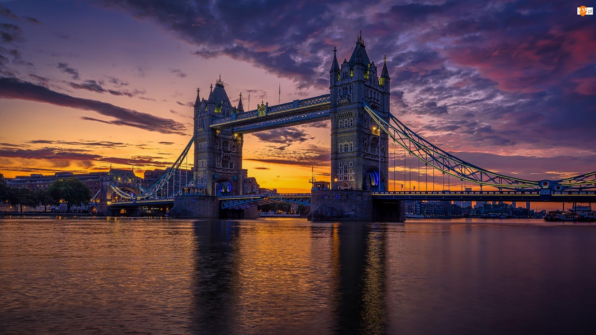 Wschód słońca, Londyn, Chmury, Ławki, Latarnie, Rzeka Tamiza, Most, Anglia, Tower Bridge