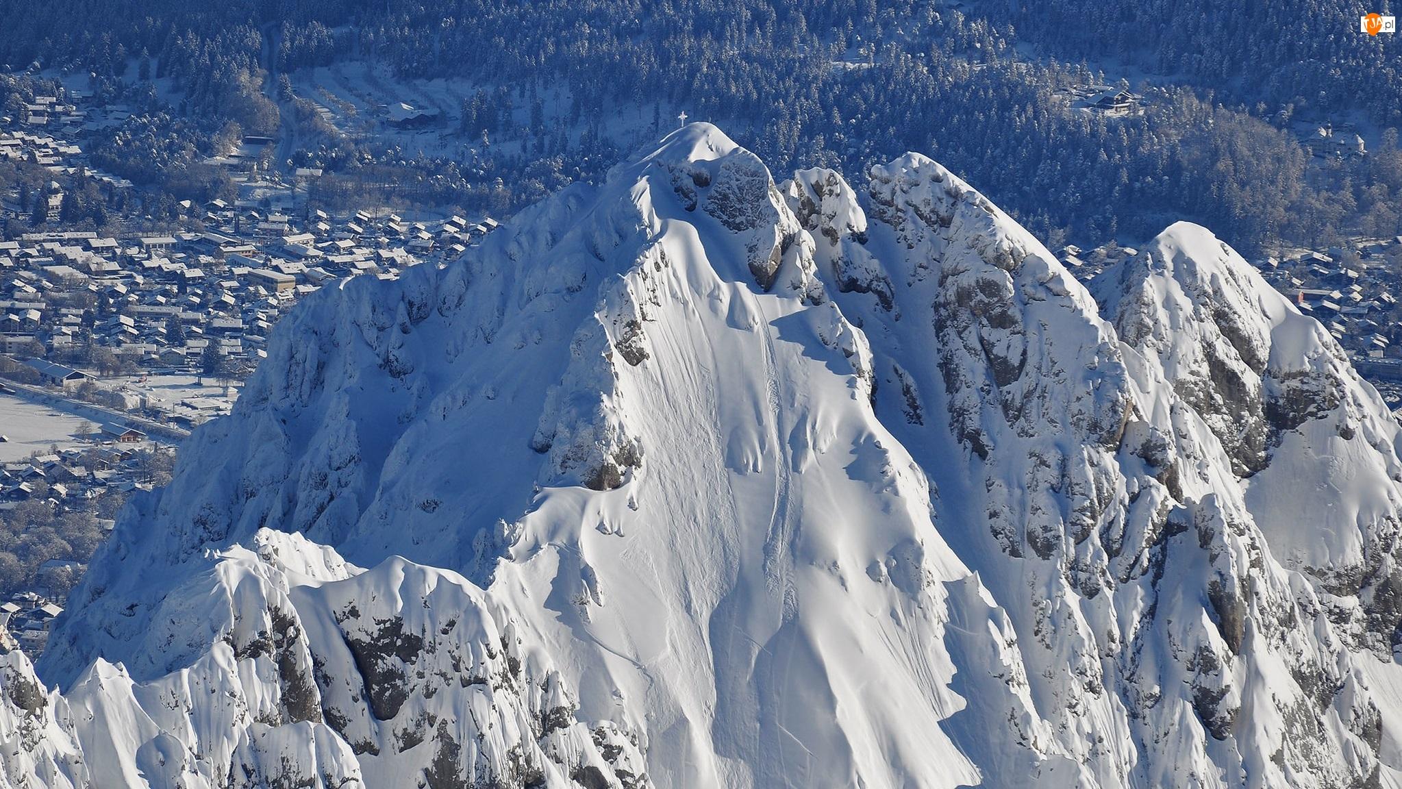 Szczyty, Góry, Śnieg, Domy, Zima, Drzewa