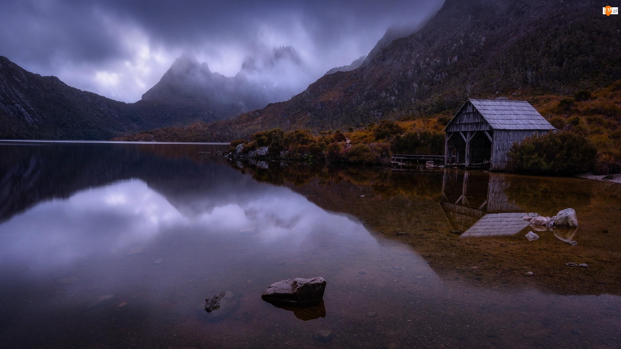 Australia, Szopa, Mgła, Drzewa, Cradle Mountain, Góry, Jezioro, Park Narodowy Cradle Mountain, Dove Lake, Tasmania